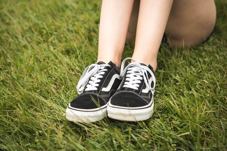 Vrije Tijd Gras Schoeisel Persoon Benen Klassiek Buitenshuis Ontwerp Recreatie Gazon Meisje Zwart Veld Mode vTzwaf