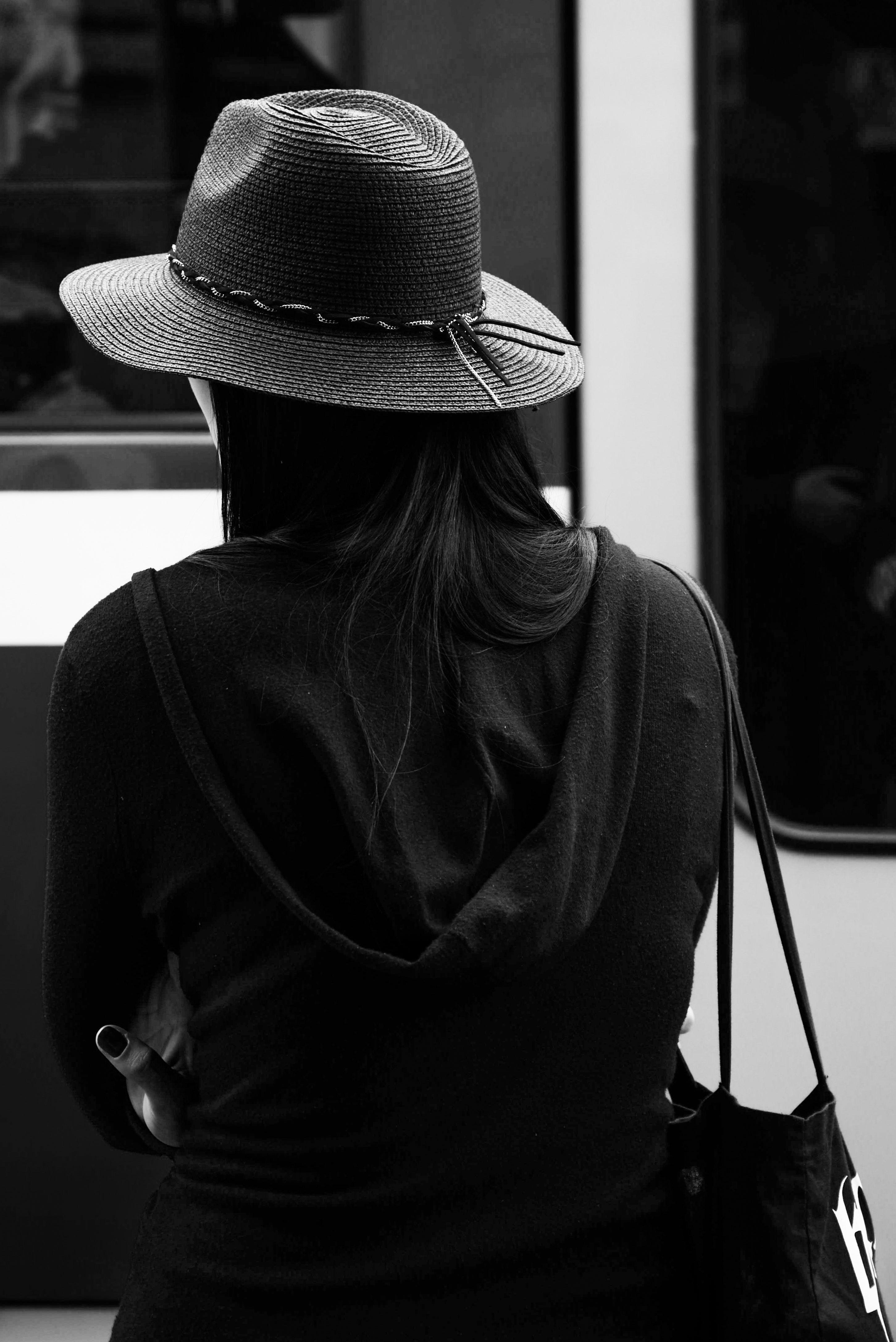 Черно белые картинки спиной