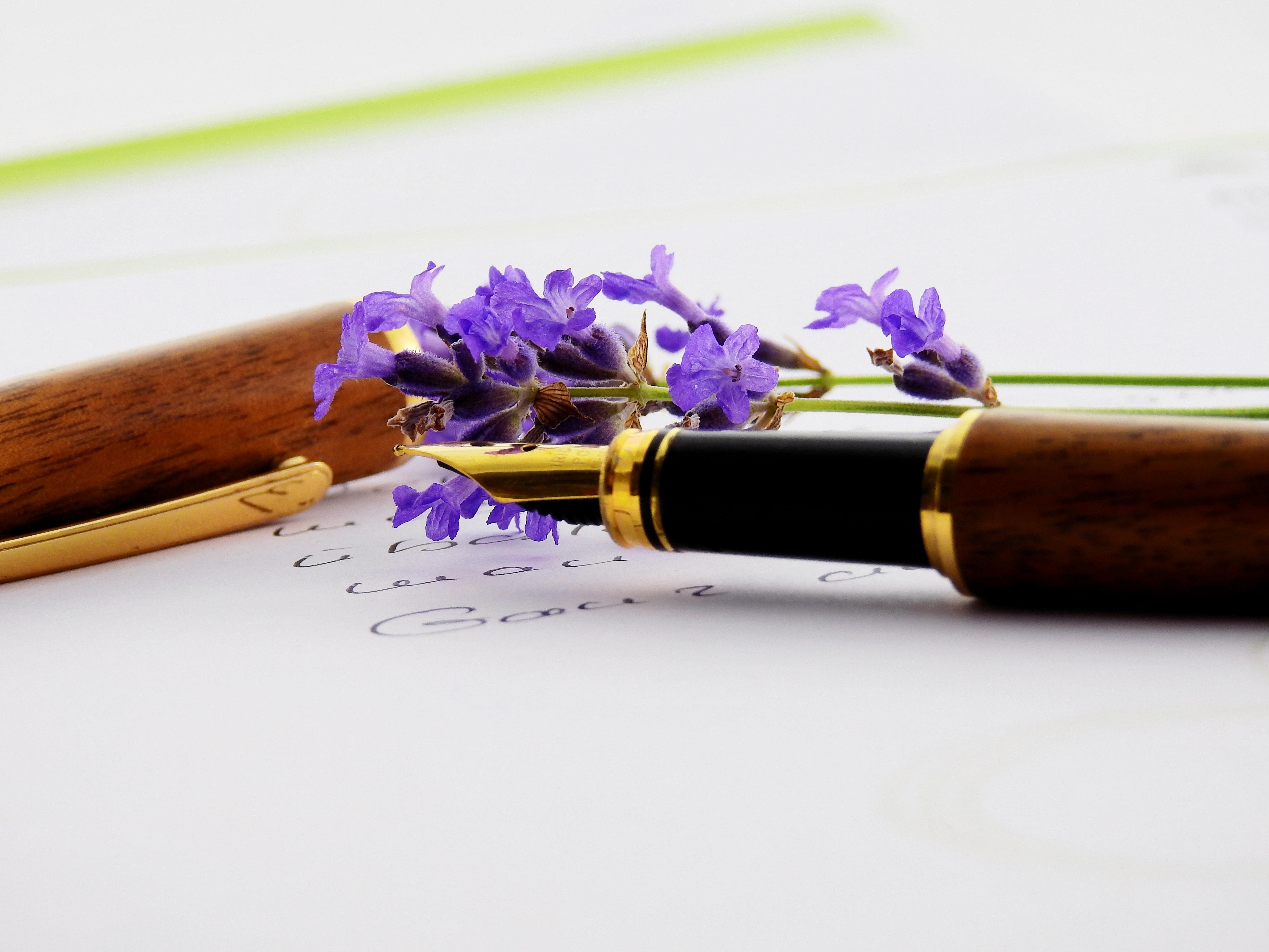 Открытка с цветами и ручкой, день