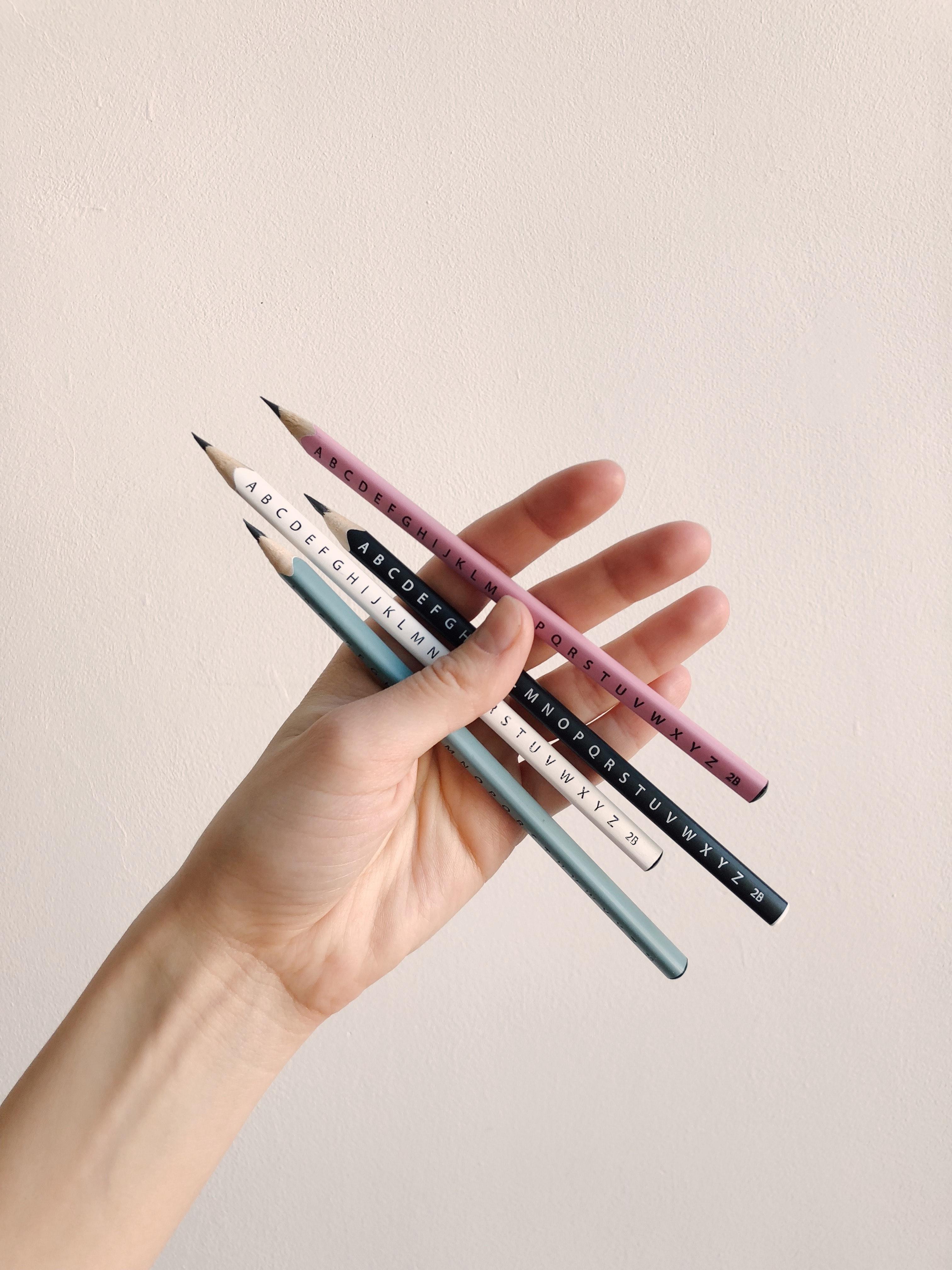a75b462f uklarhet nærbilde sammensetning konseptuelle fingre fokus hånd holde holder  blyanter Public Domain