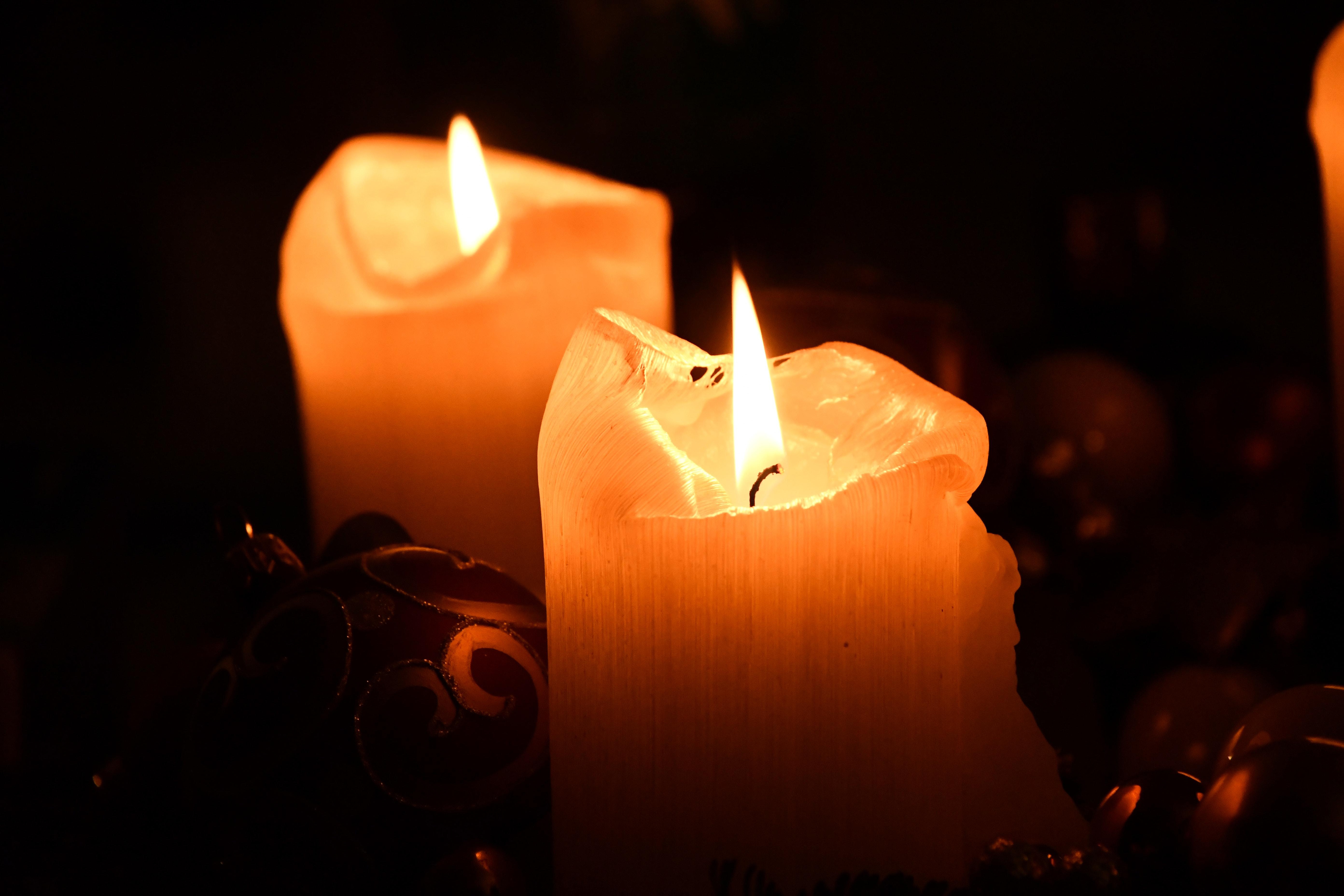 Картинка со свечами, апрелем