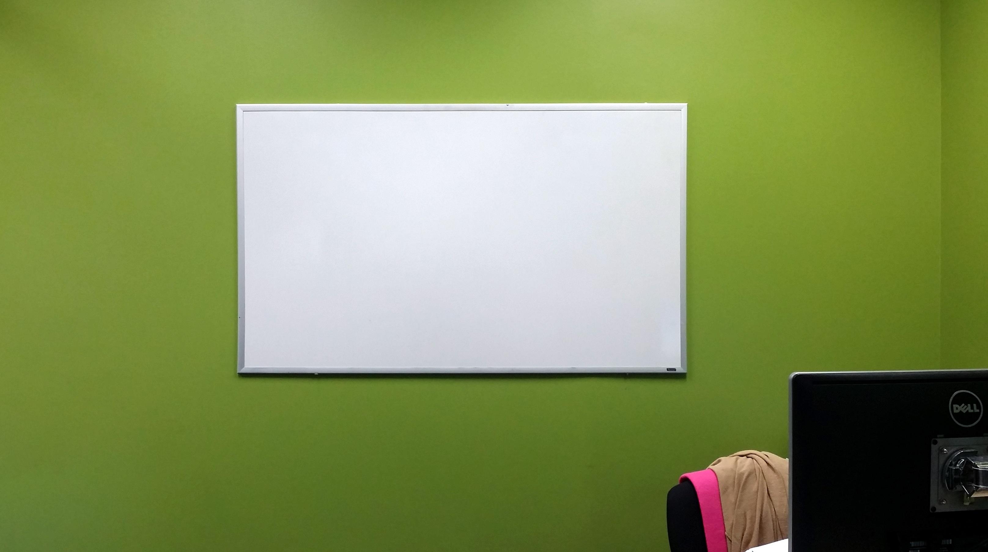 Fotos gratis : tablero, blanco, pared, verde, iluminación, marca ...