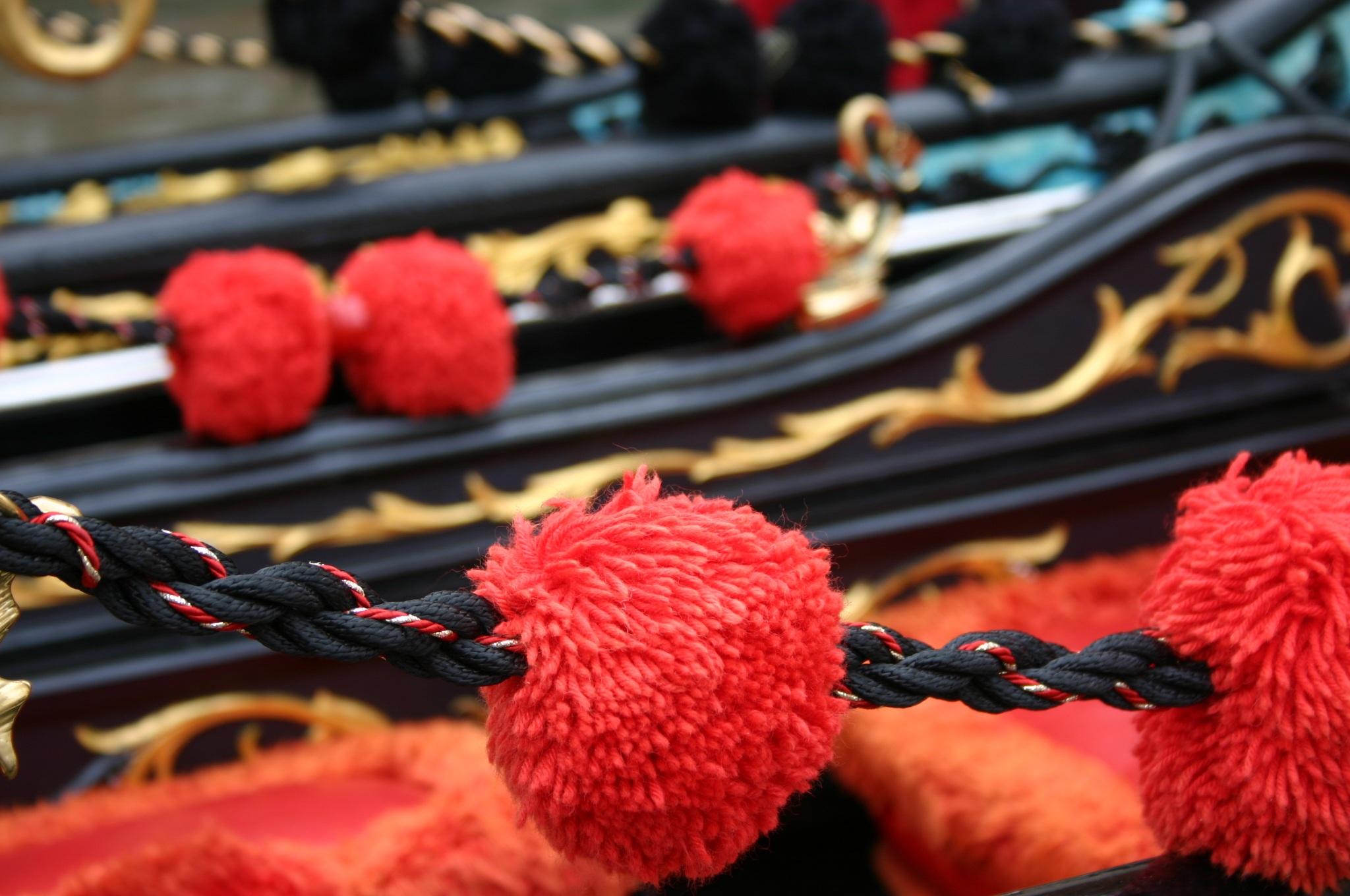 Fotos gratis : flor, rojo, color, Venecia, Pom pom, decoración ...