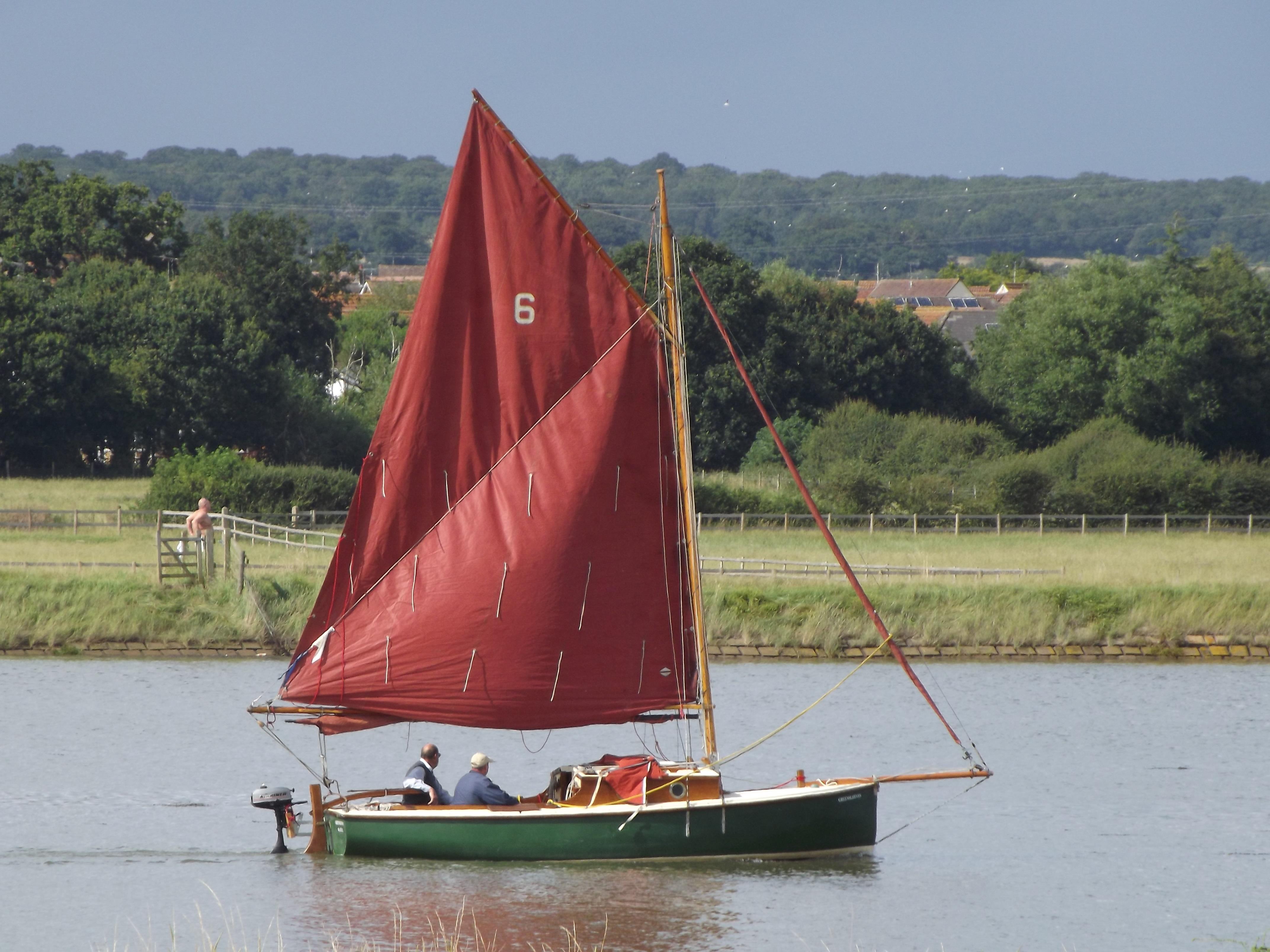 Картинки парусные лодки на реке