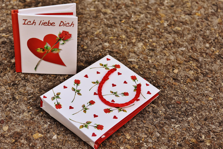Kostenlose Foto Buch Blatt Blume Liebe Muster Rot