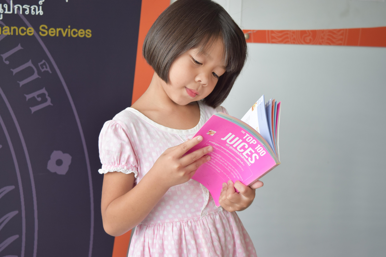 Hình Ảnh : Người, Con Gái, Đứa Trẻ, Hồng, Giáo Dục, Trẻ Em, Trẻ Mới Biết Đi,  Đọc Sách, Đọc Sách Cho Trẻ 6000x4000