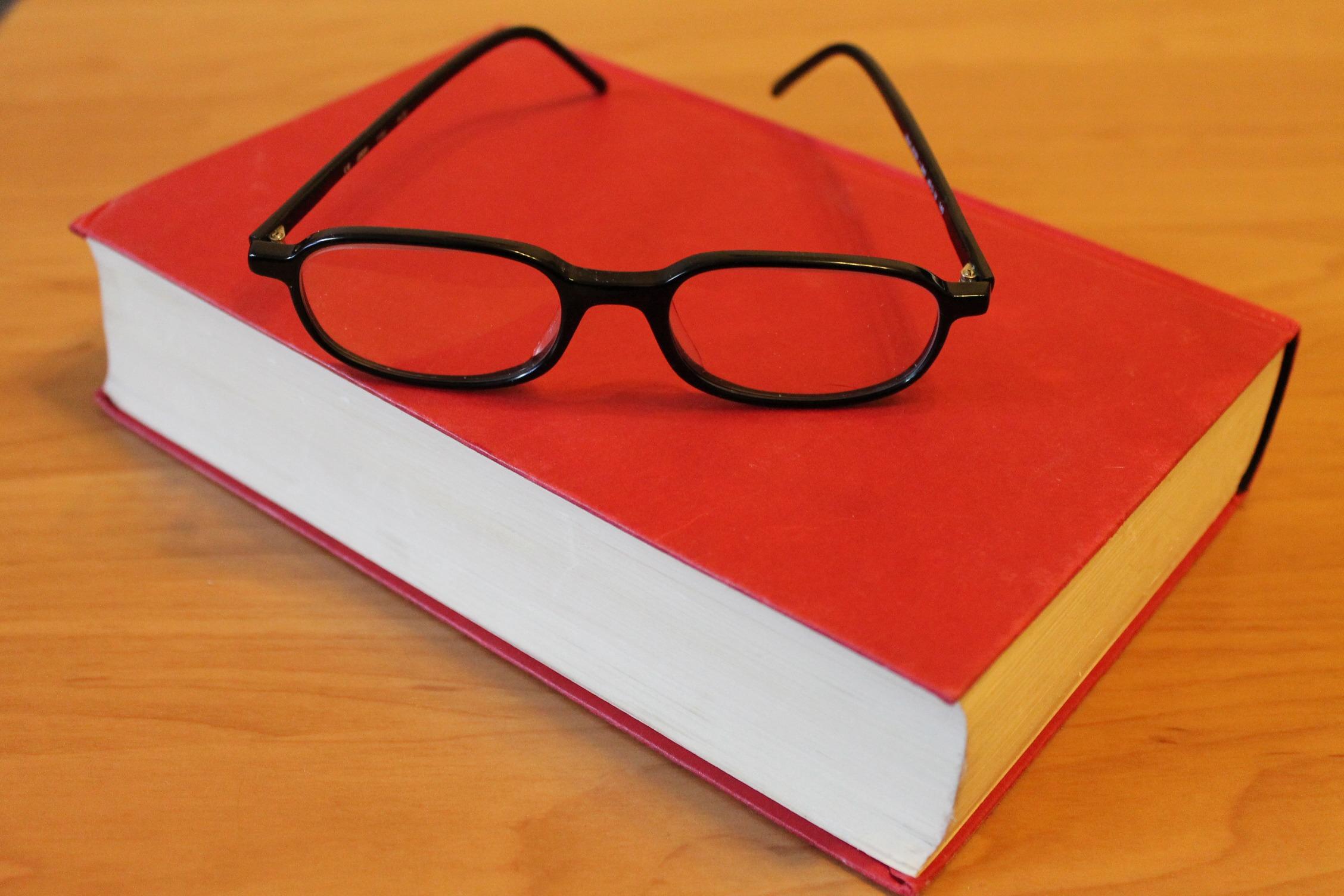 картинки учебник и очки