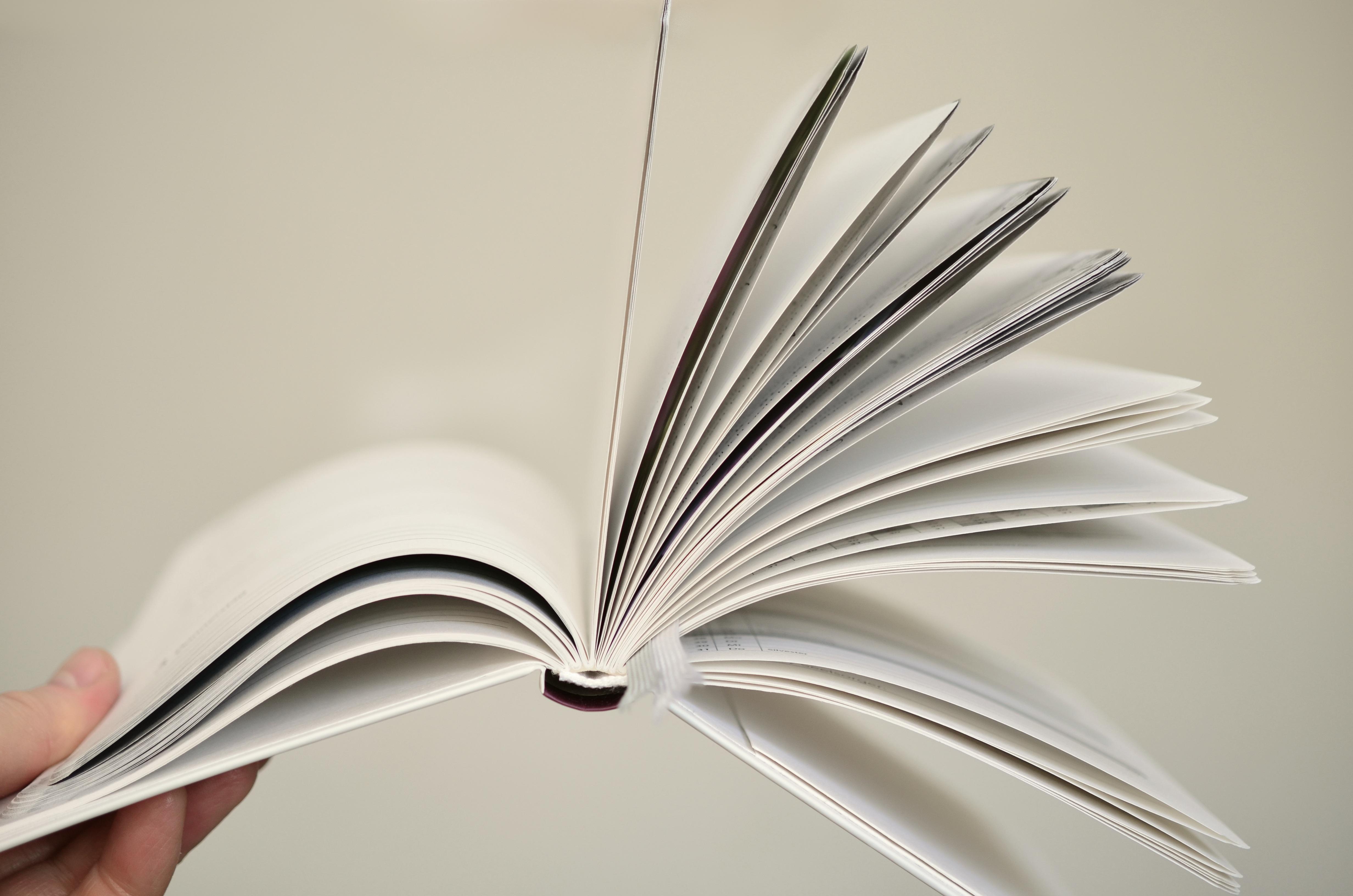 Kostenlose foto : Buch, lesen, Flügel, Spiral-, Decke, Linie, Papier ...