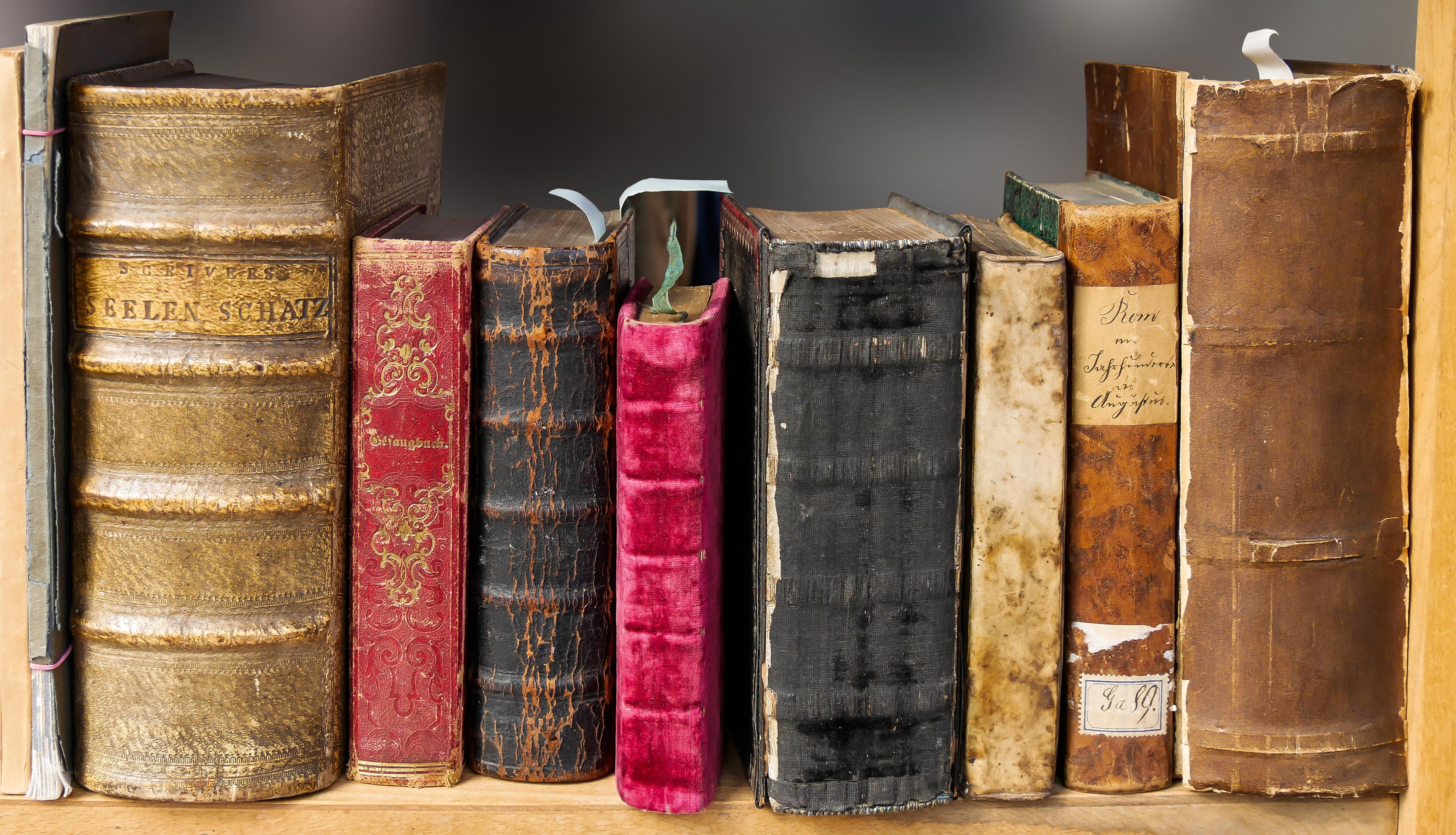 Gratis Afbeeldingen : boek, lezen, hout, oud, lezing, verzameling ...