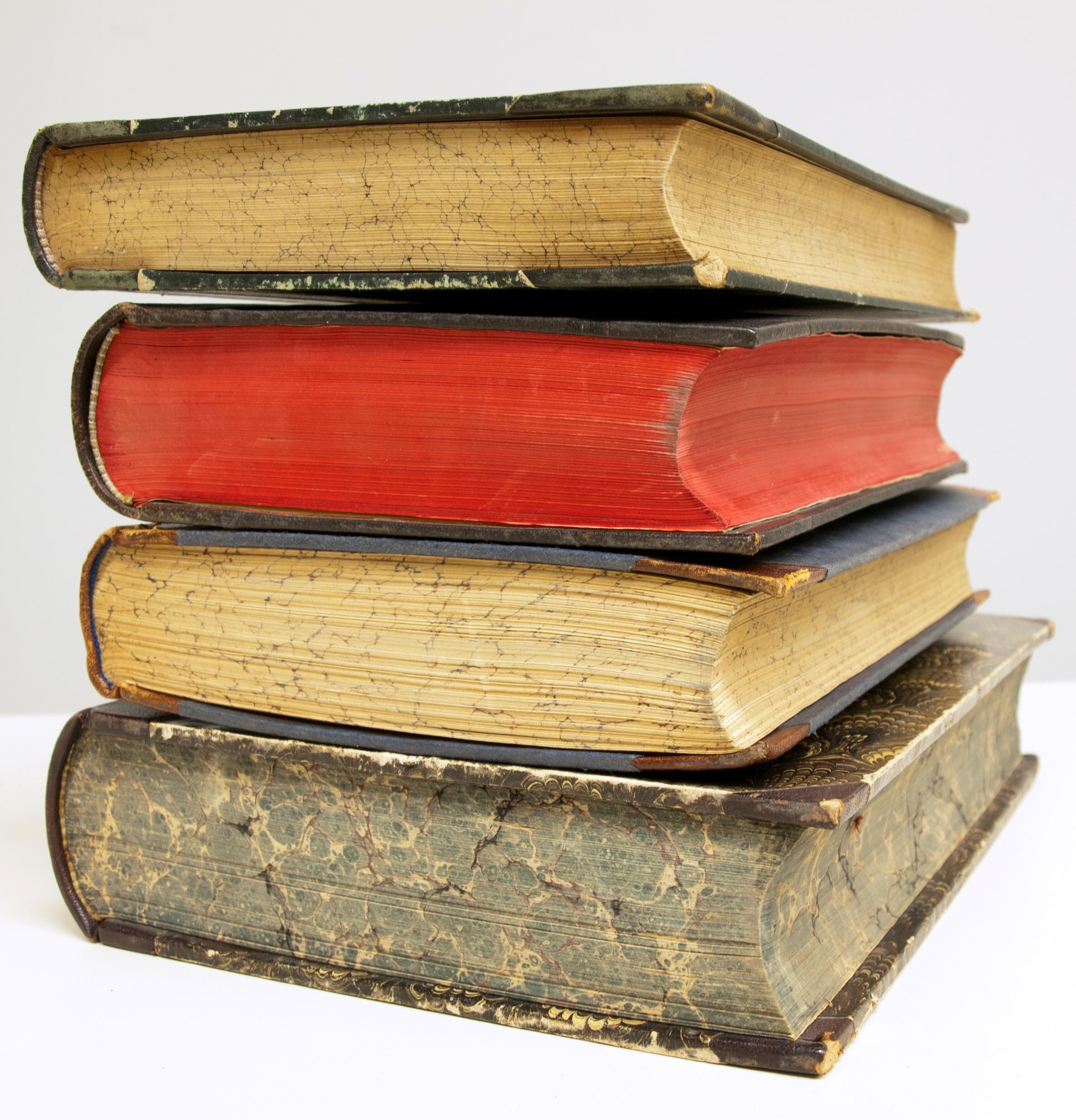 Картинки с изображениями книг достаточно широк