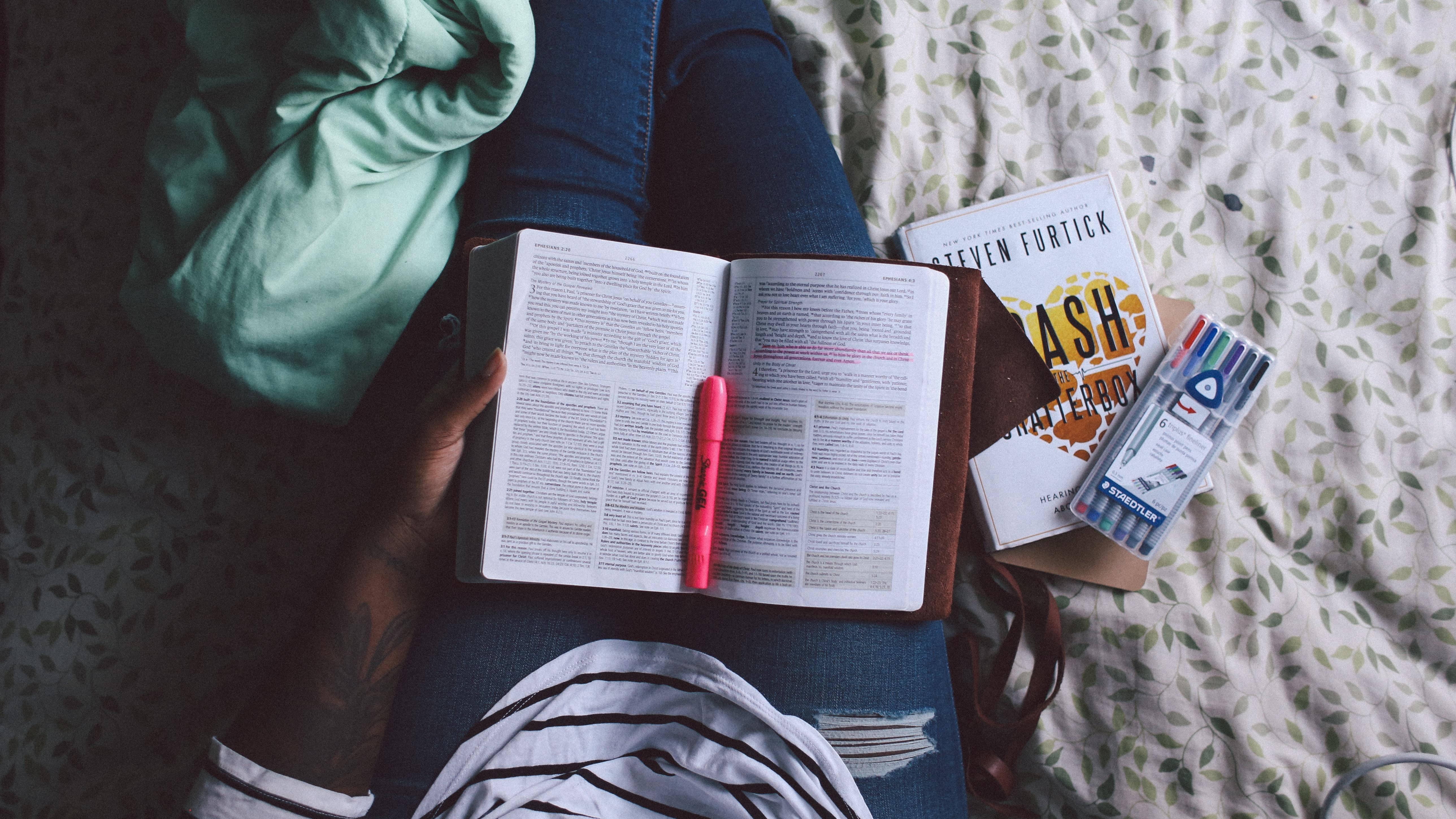 Kostenlose foto : Buch, Lesen, Frühling, Farbe, blau, Bibel, Hinweis ...