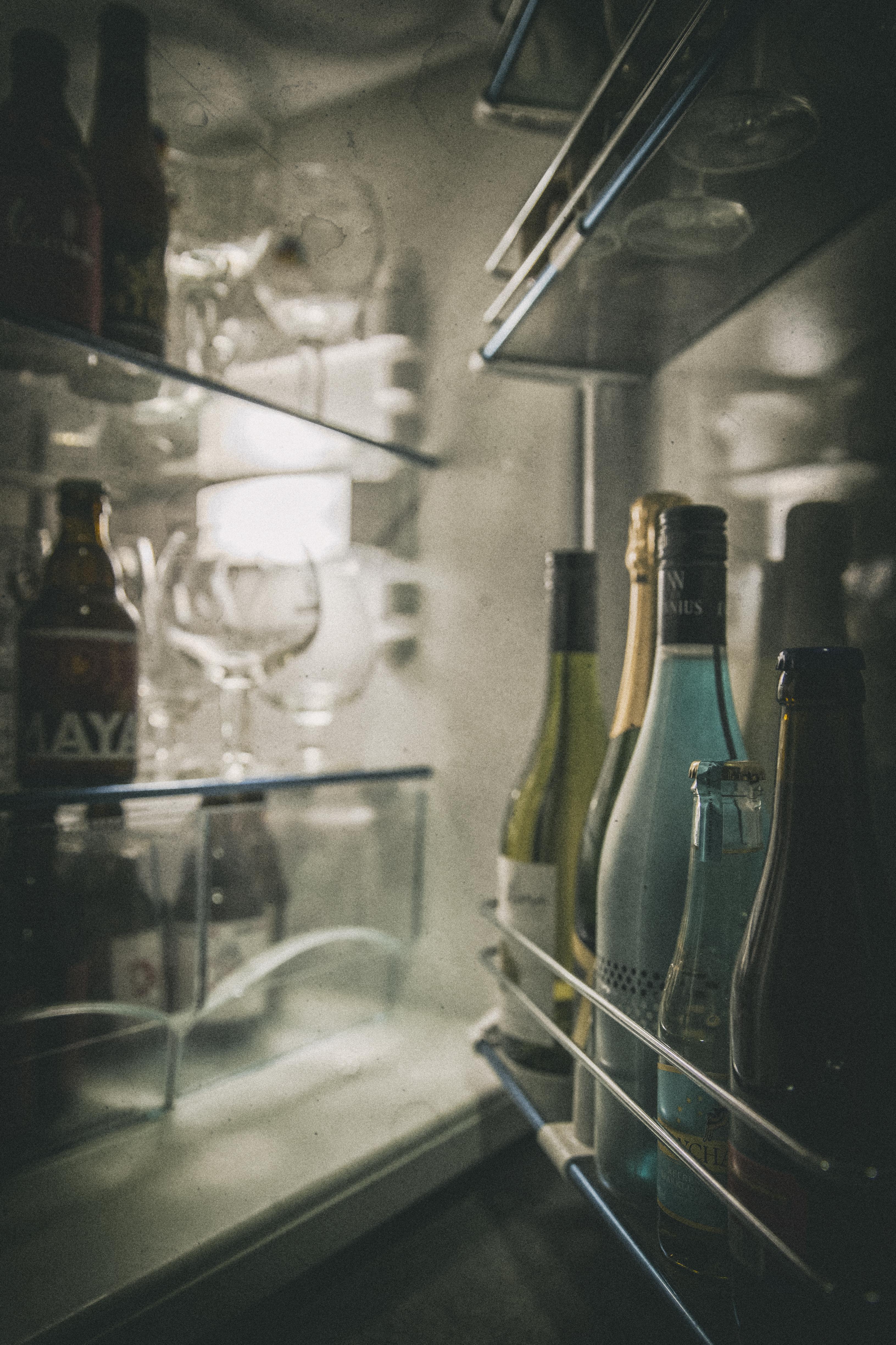 vizet a hűtőszekrénybe