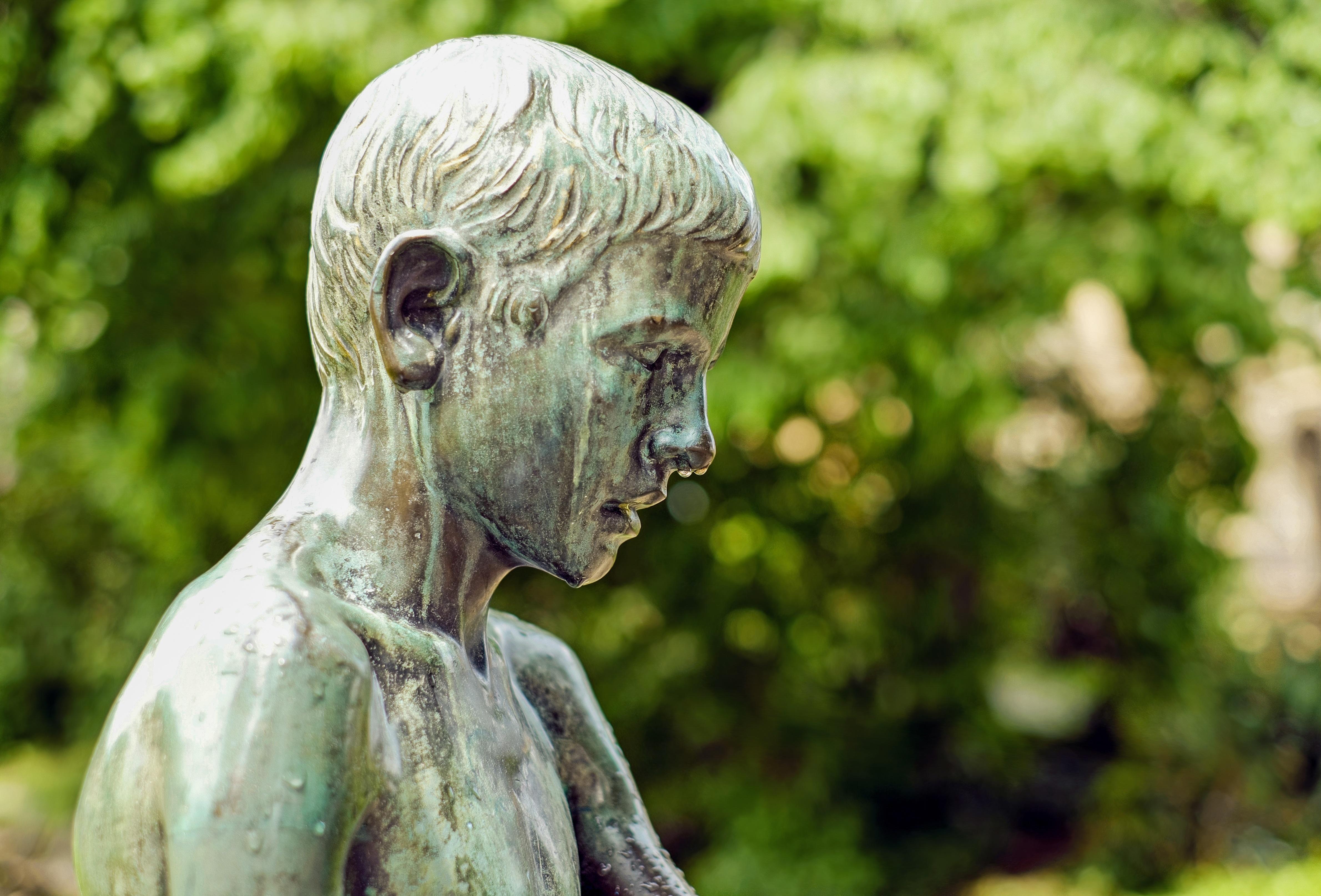 фото скульптуры людей подошли