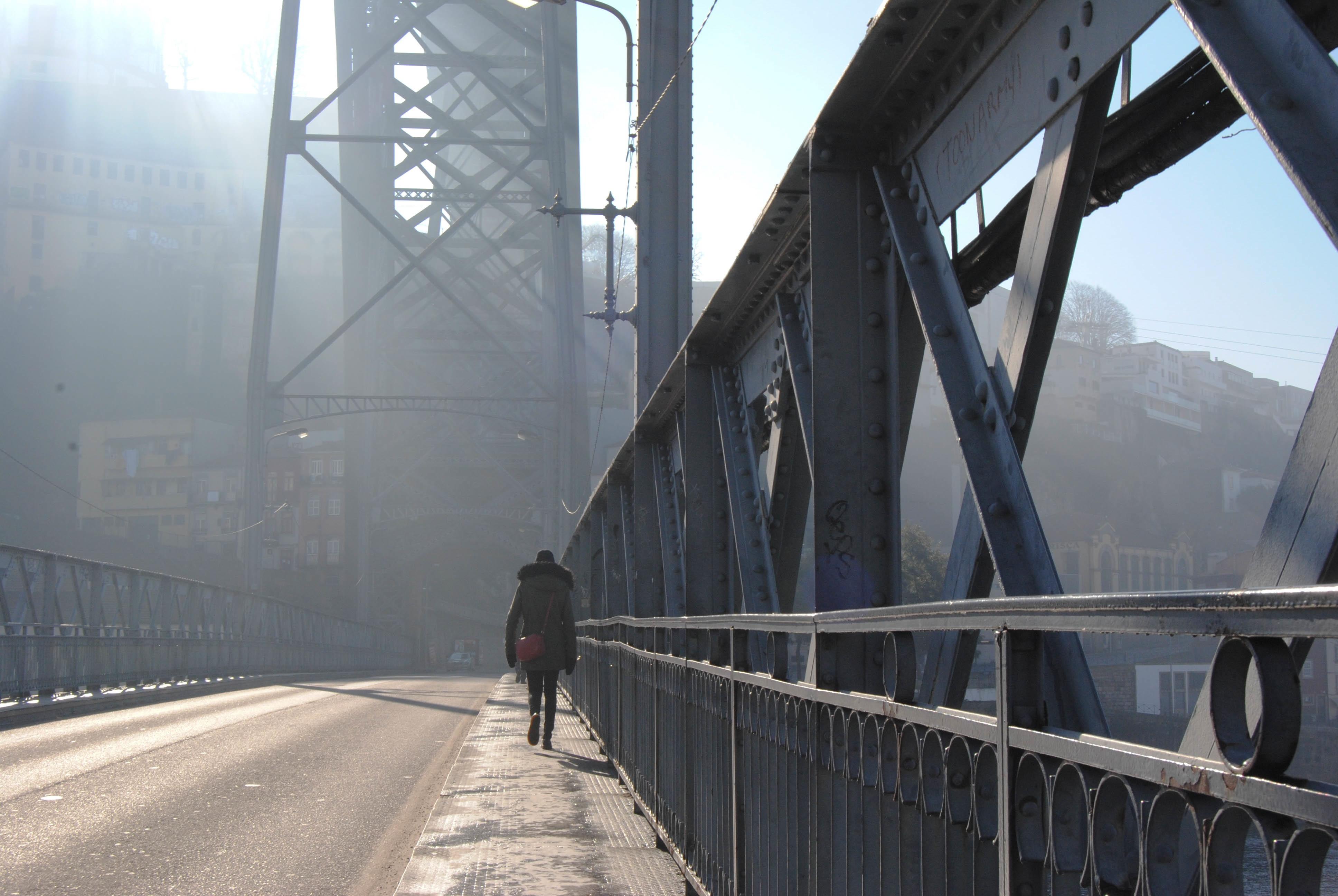 именно картинки на мосту человека самом деле это