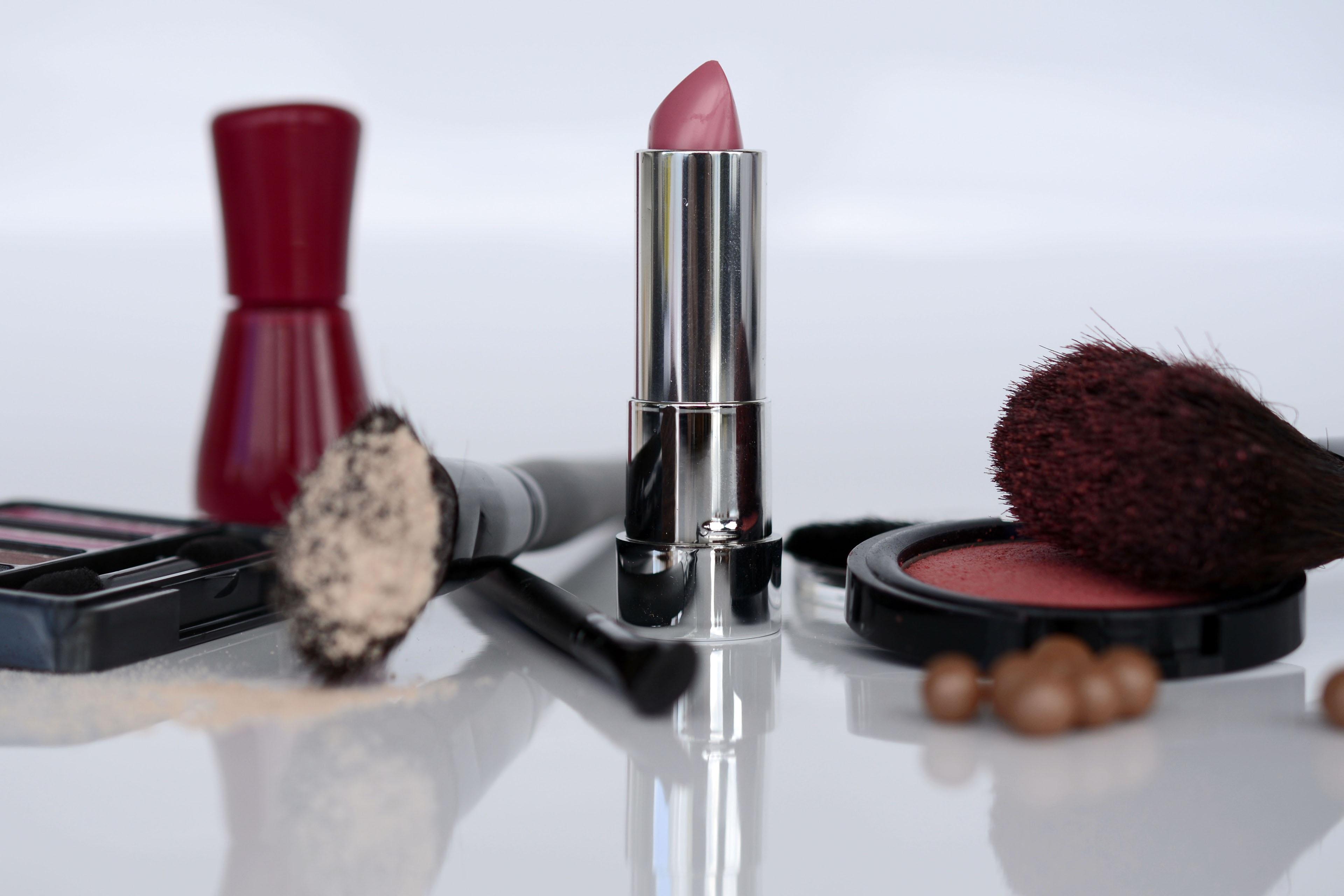 Free Images : brush, female, finger, paint, powder, lip, make up, face, eyes, rouge, beauty ...
