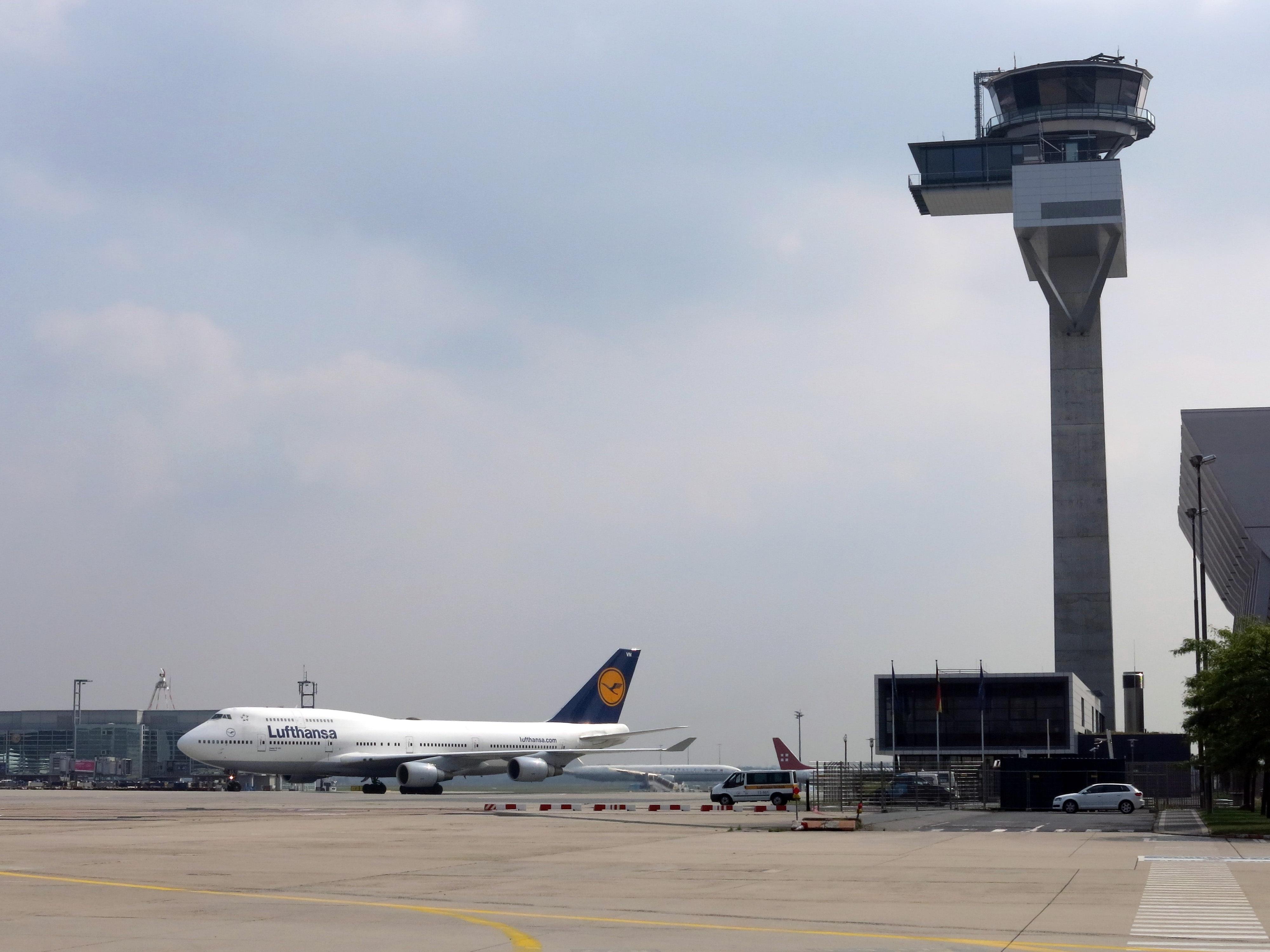 Gambar Bangunan Bandara Pesawat Terbang Kendaraan Perusahaan