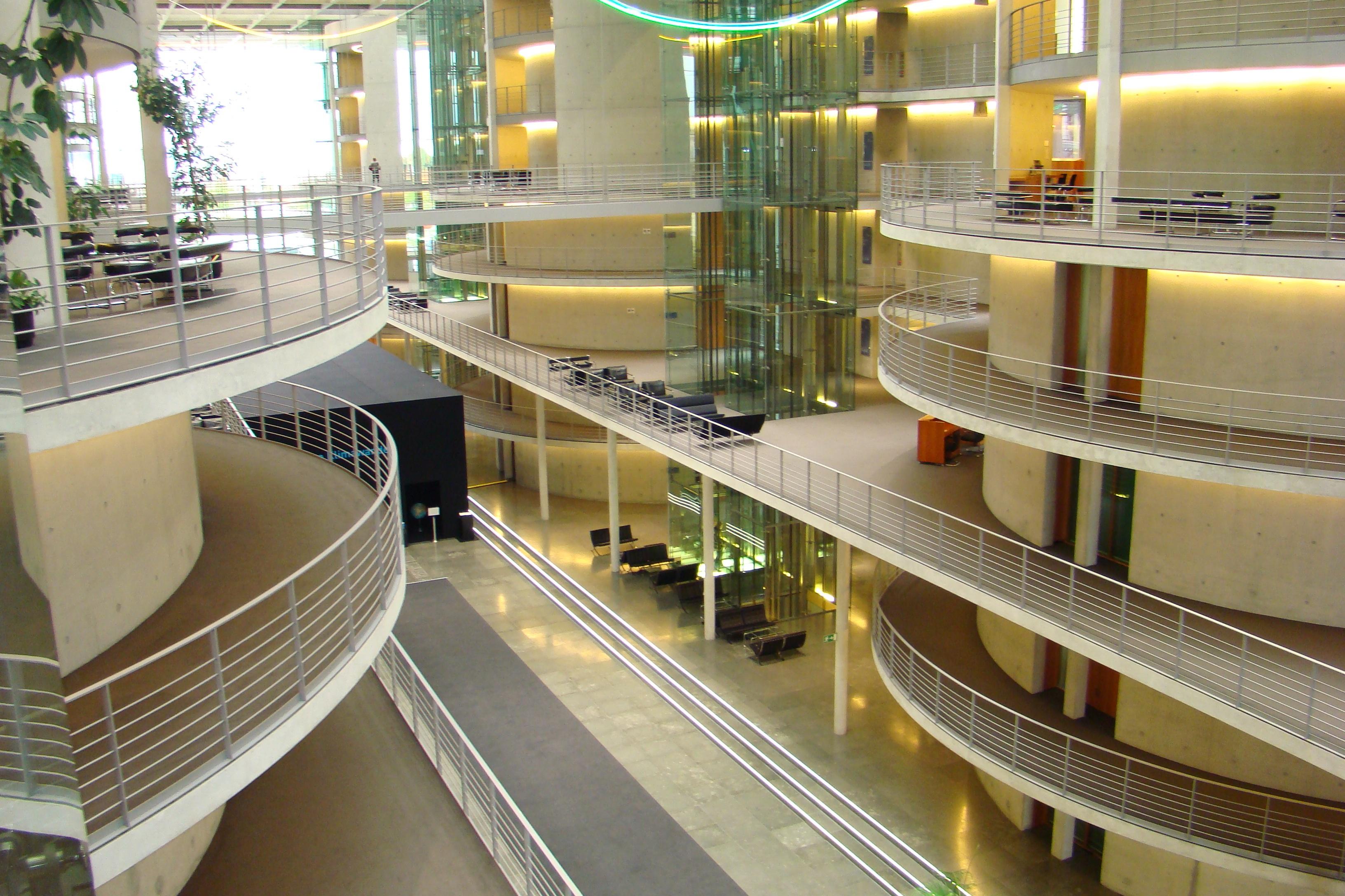 Kostenlose foto : Gebäude, Innenarchitektur, Berlin, Verkauf ...