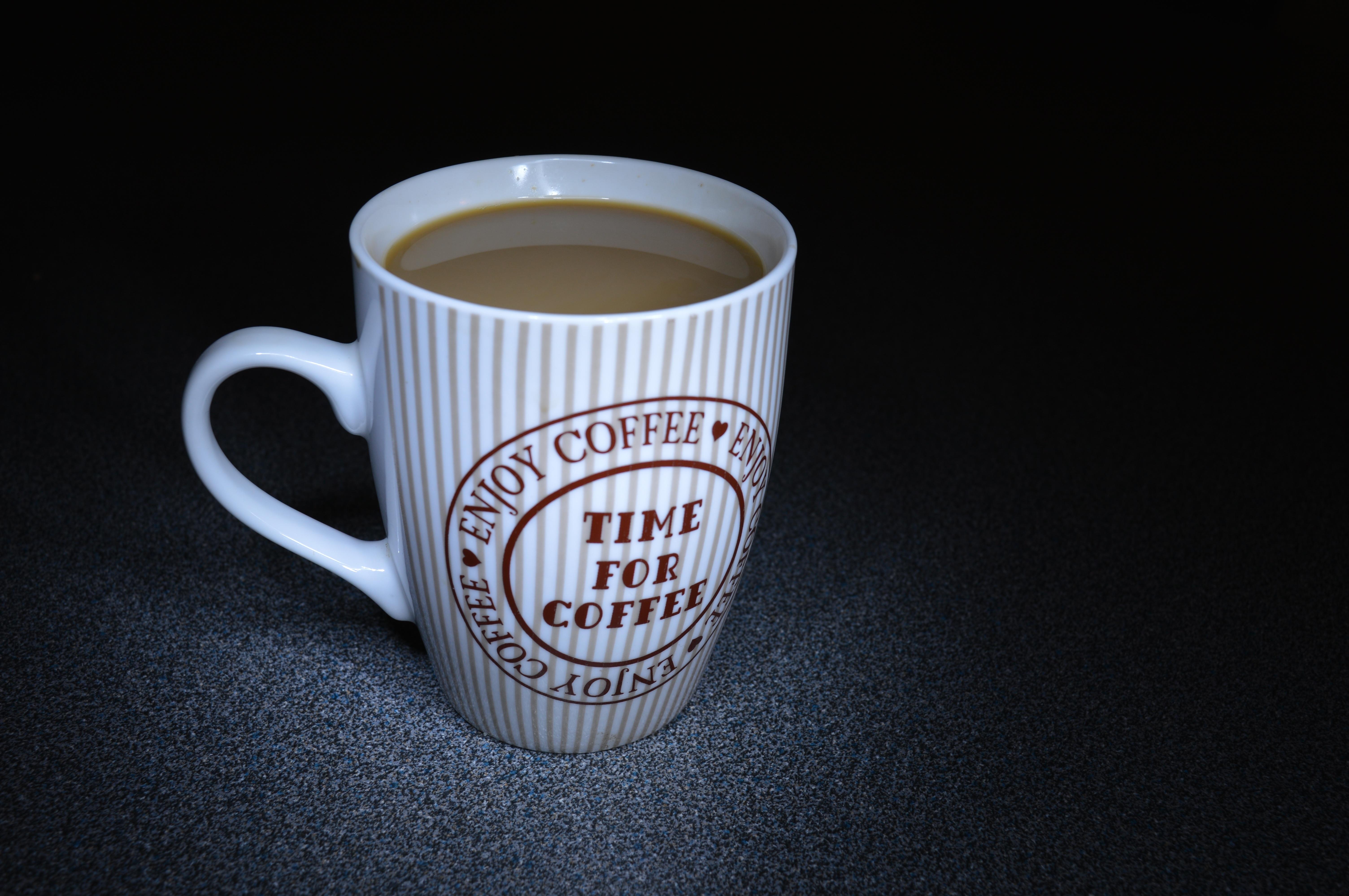 kafe kopi cangkir makanan kantor minum espreso mangkok cangkir kopi cangkir teh merek kafein relaksasi secangkir