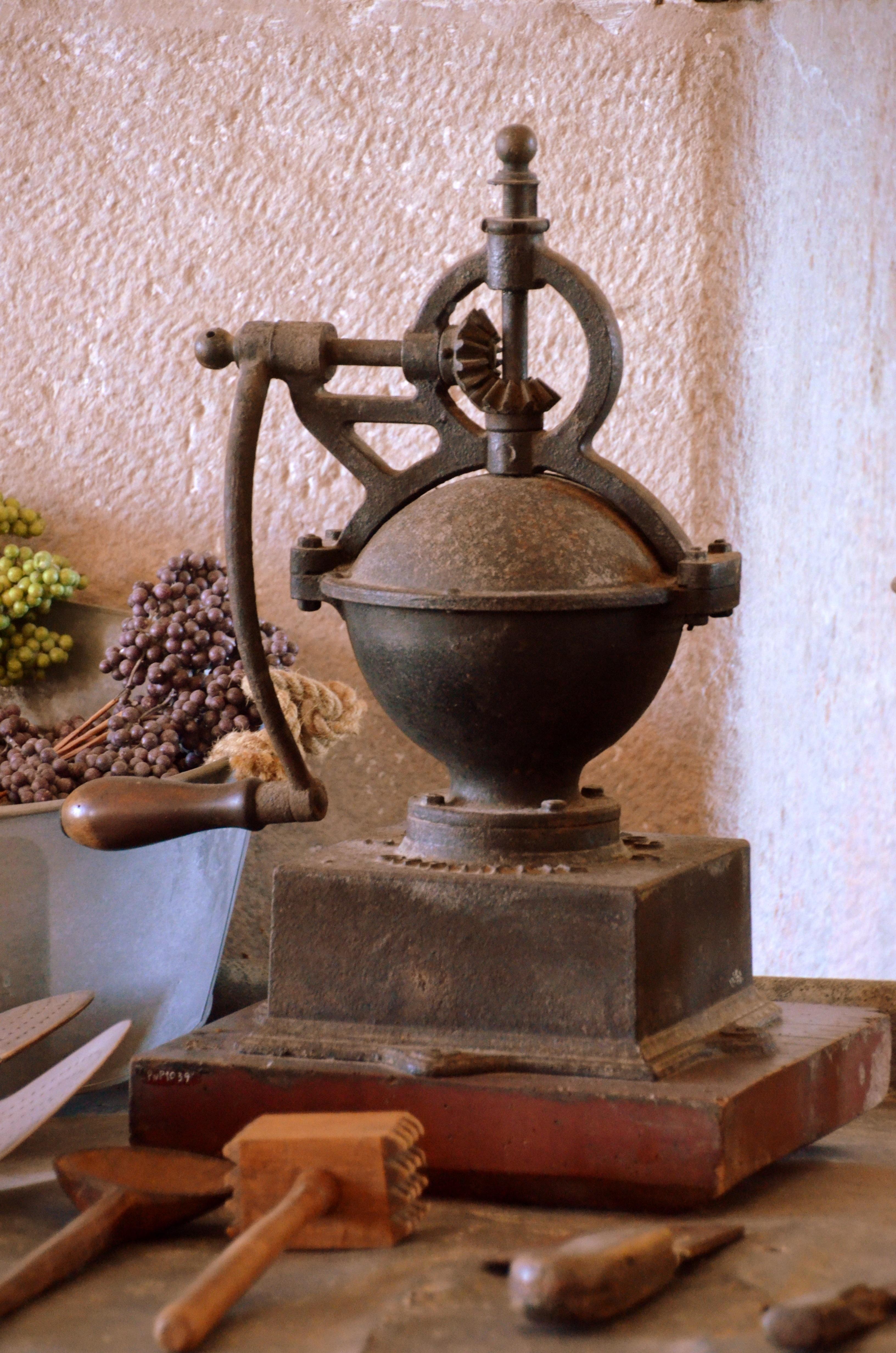 Udestående Gratis billeder : cafe, træ, antik, gammel, aroma, Brun, køkken JF32