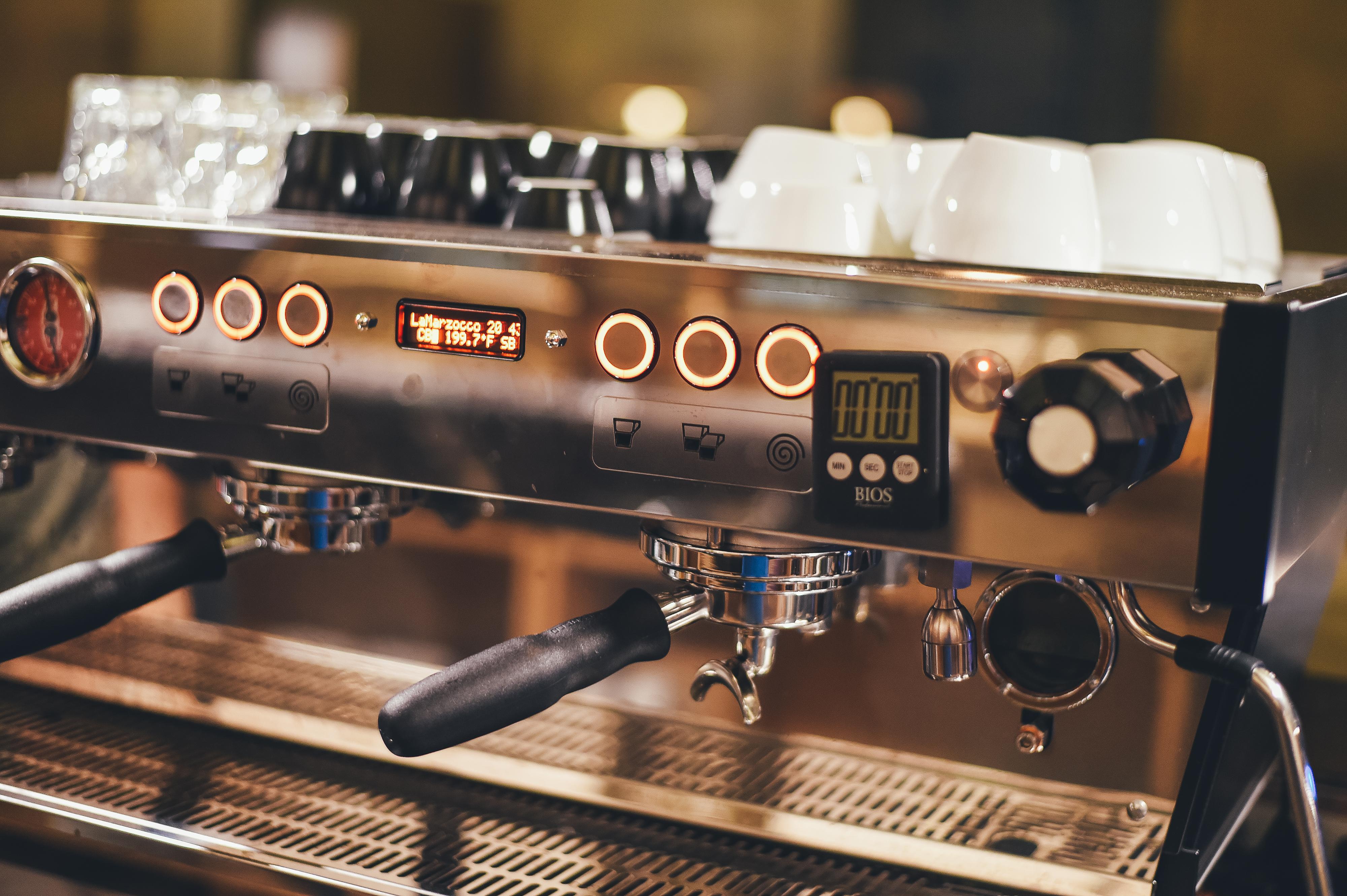 fotos gratis   cafeter u00eda  guitarra  beber  maquina de cafe