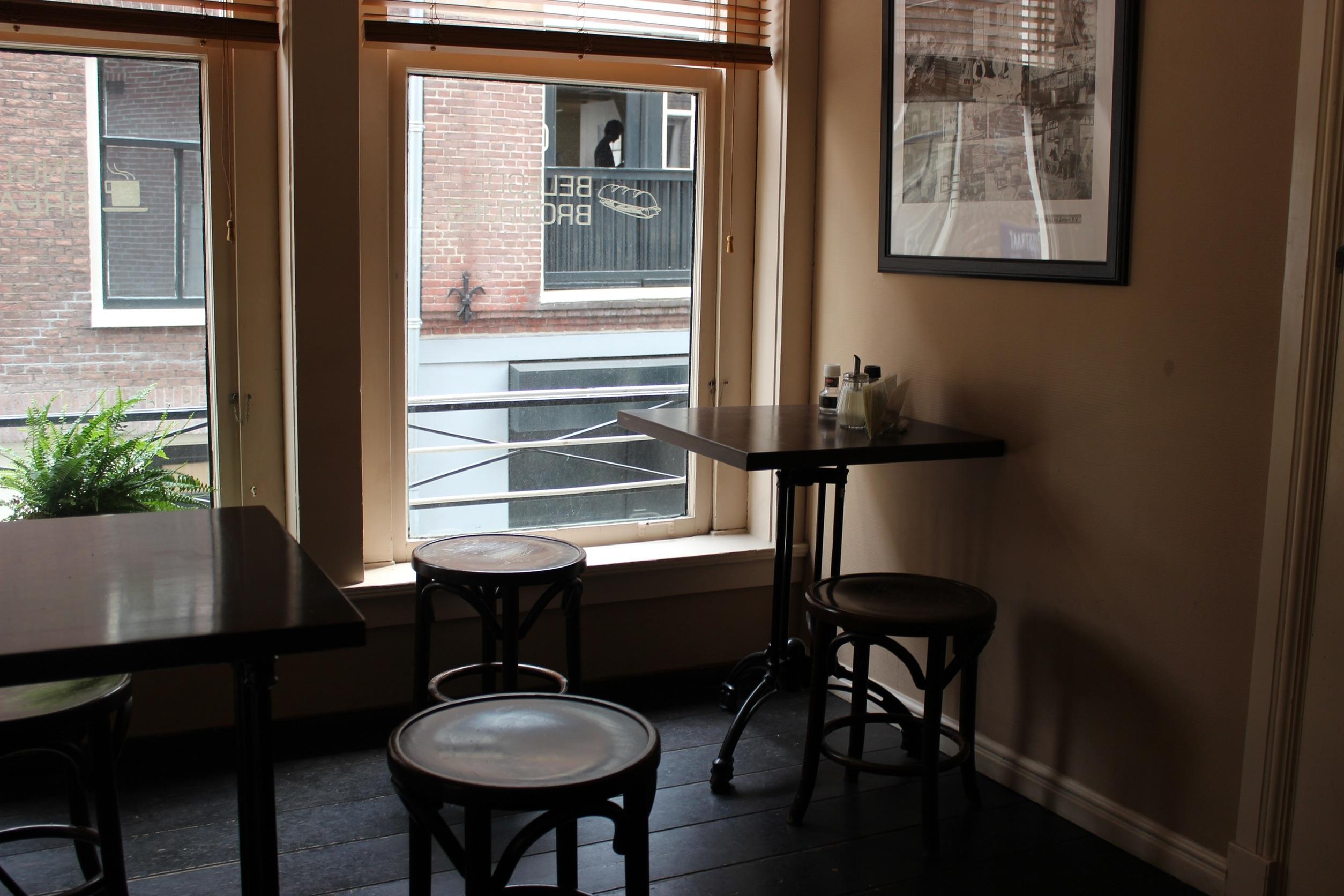 Gratis Afbeeldingen : cafe, huis, verdieping, zitplaats, venster ...