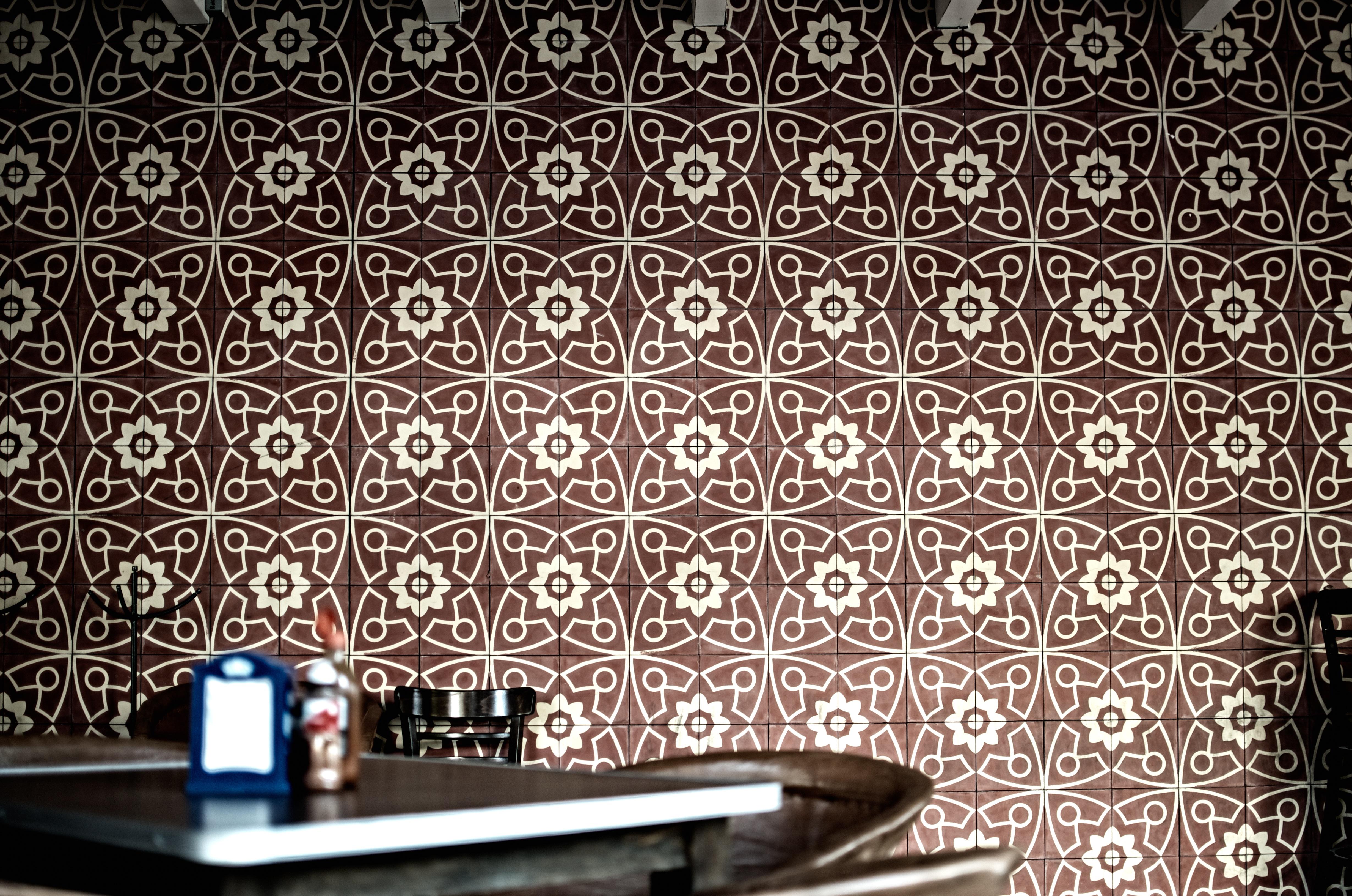 Gambar Kafe Pedalaman Pola Coklat Ubin Desain Interior Fon