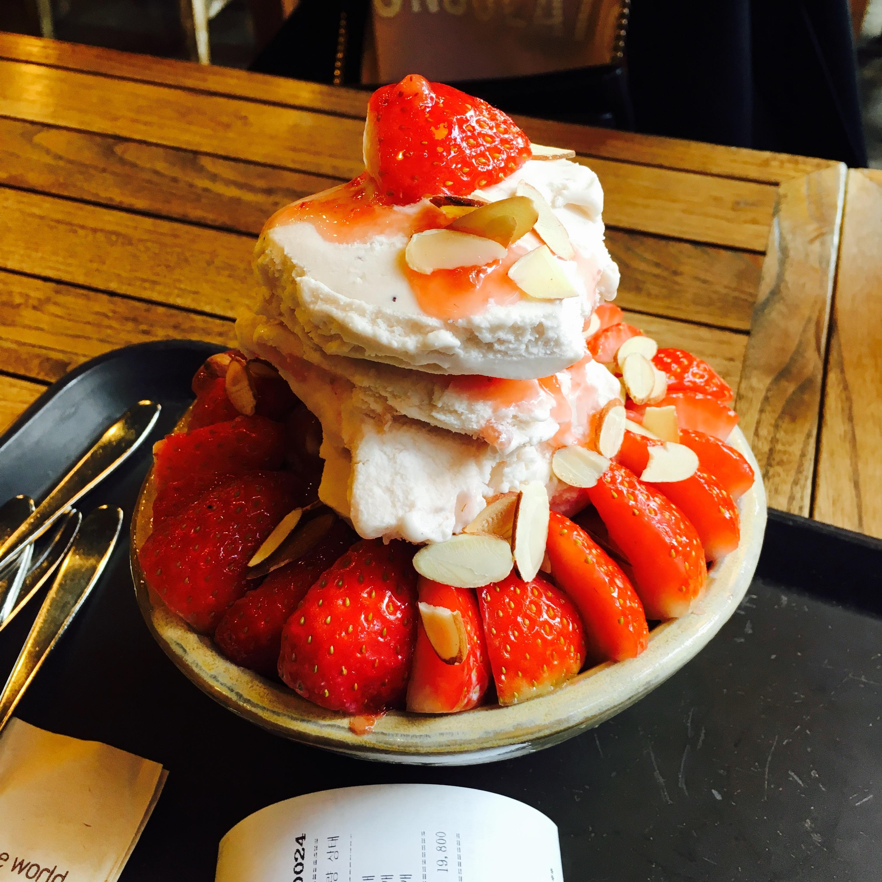 Fotos gratis : cafetería, dulce, verano, hielo, plato, comida ...