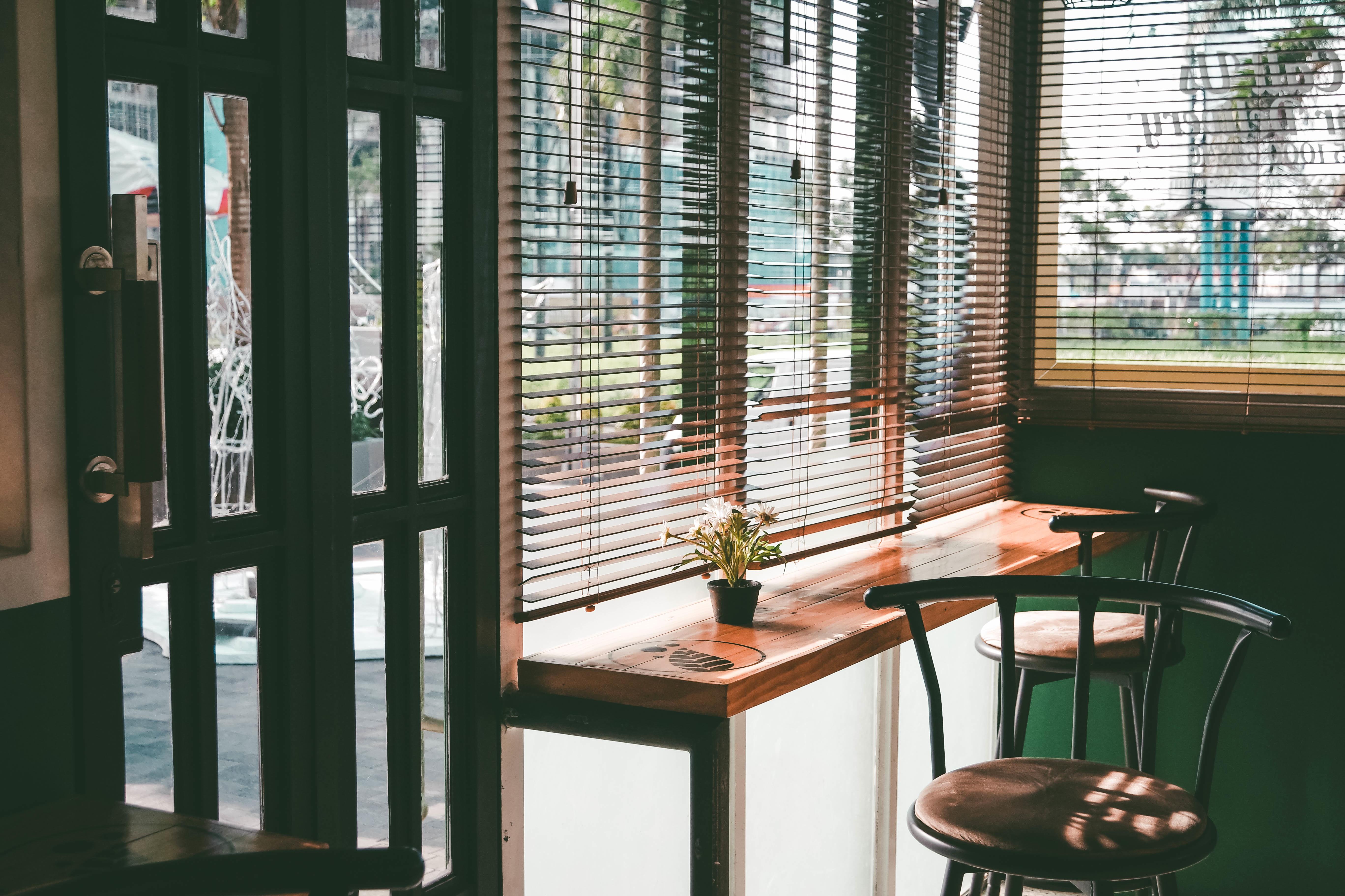 Wonderful Cafe Holz Haus Sessel Fenster Glas Zuhause Geschäft Vorhang Möbel Zimmer  Blind Innenarchitektur Entwurf Eigentumswohnung Fensterverkleidung