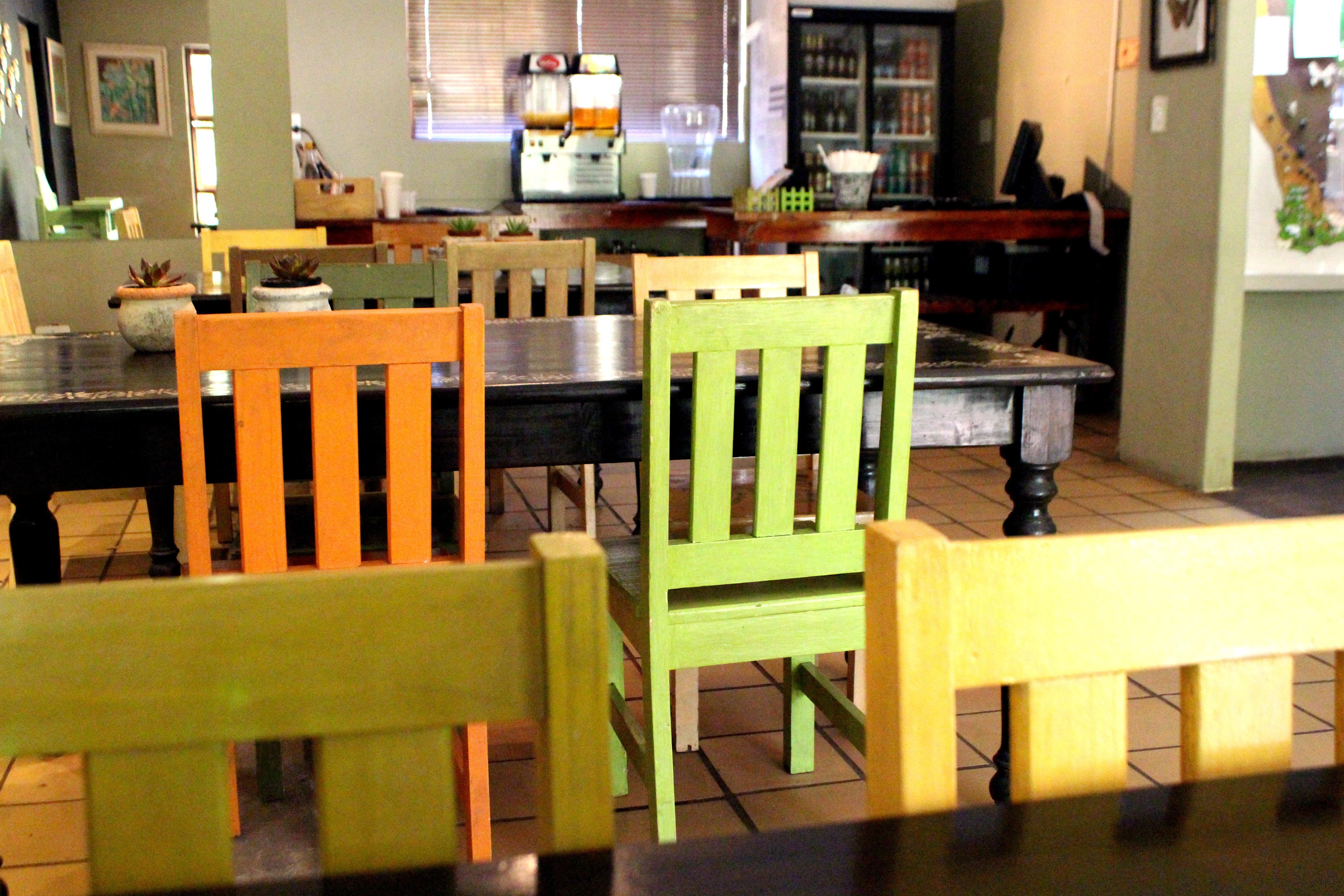 cafe holz restaurant zuhause orange mahlzeit grn mbel zimmer bunt gelb essen innenarchitektur sthle stand entwurf - Esszimmer Orange