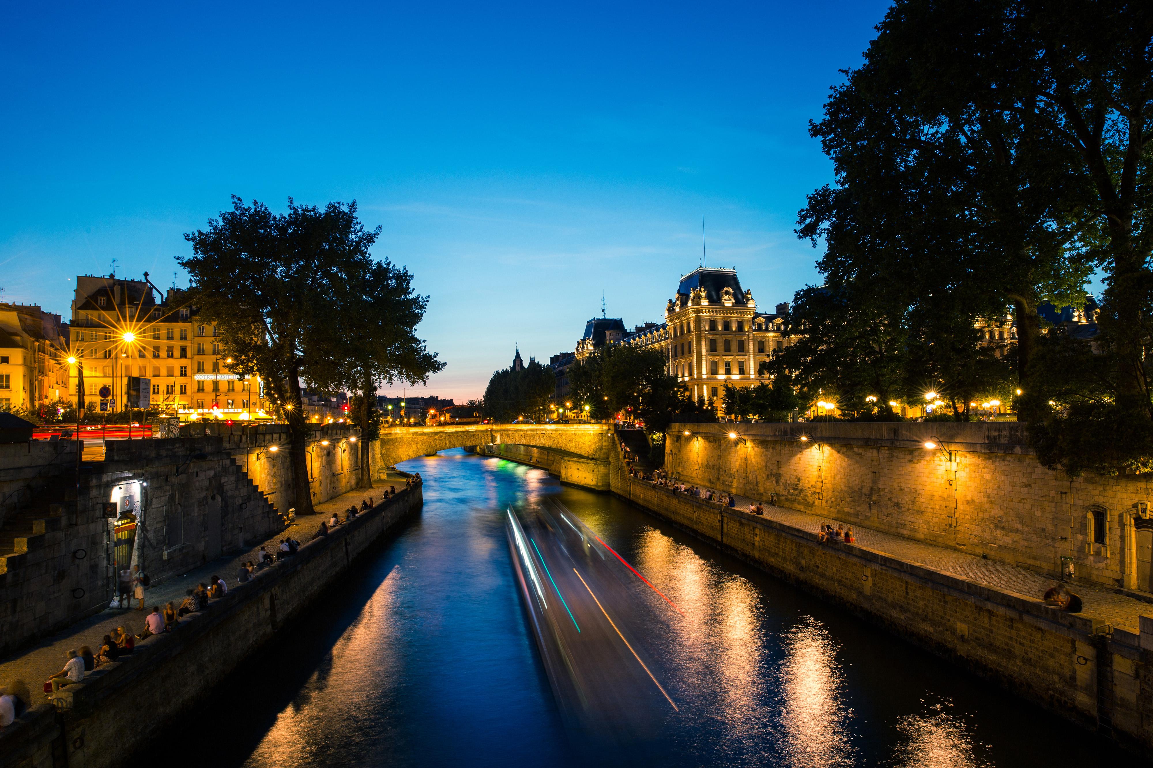 многие река сена ночью фото всех небанальными