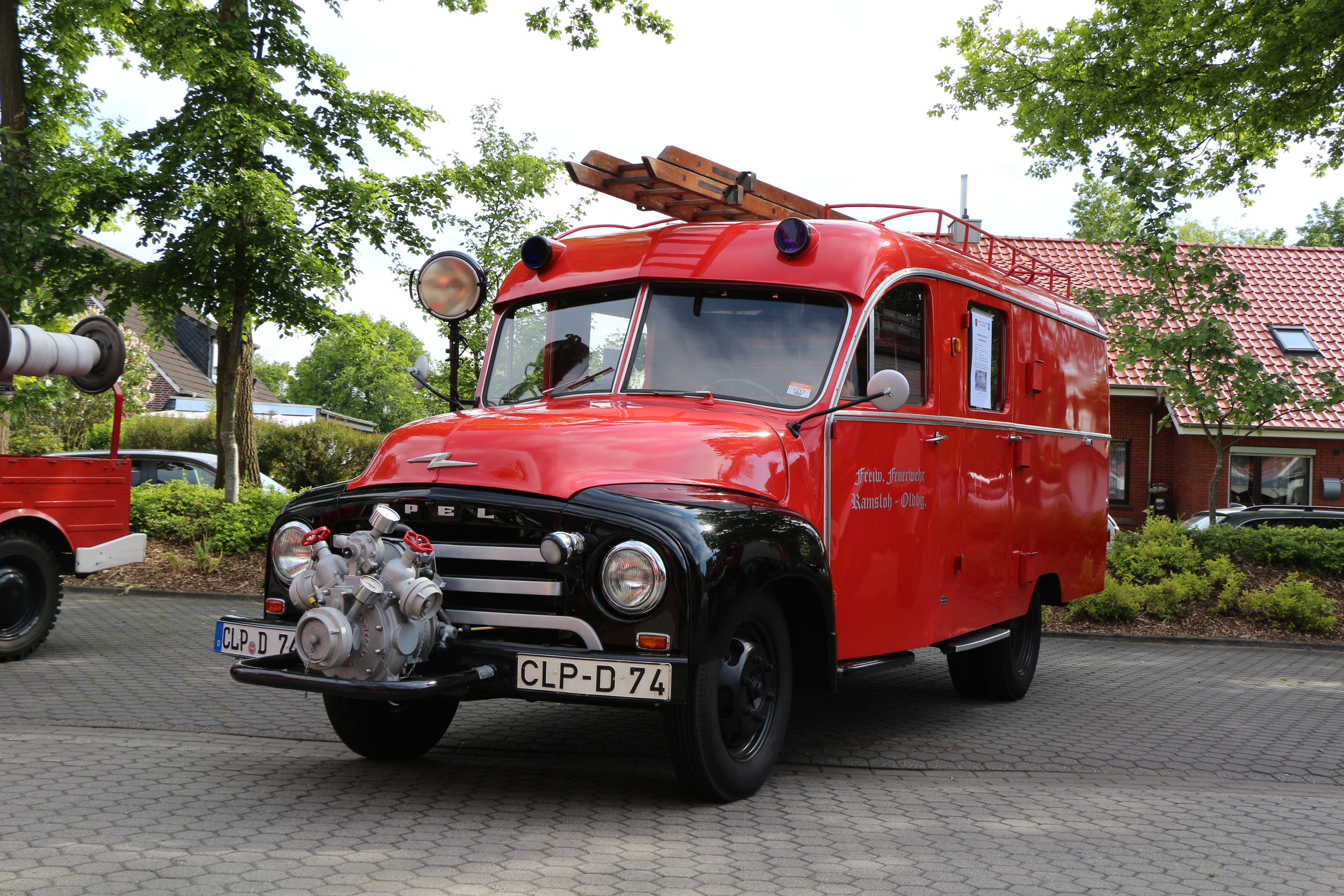 картинка старинных пожарных машин проверки
