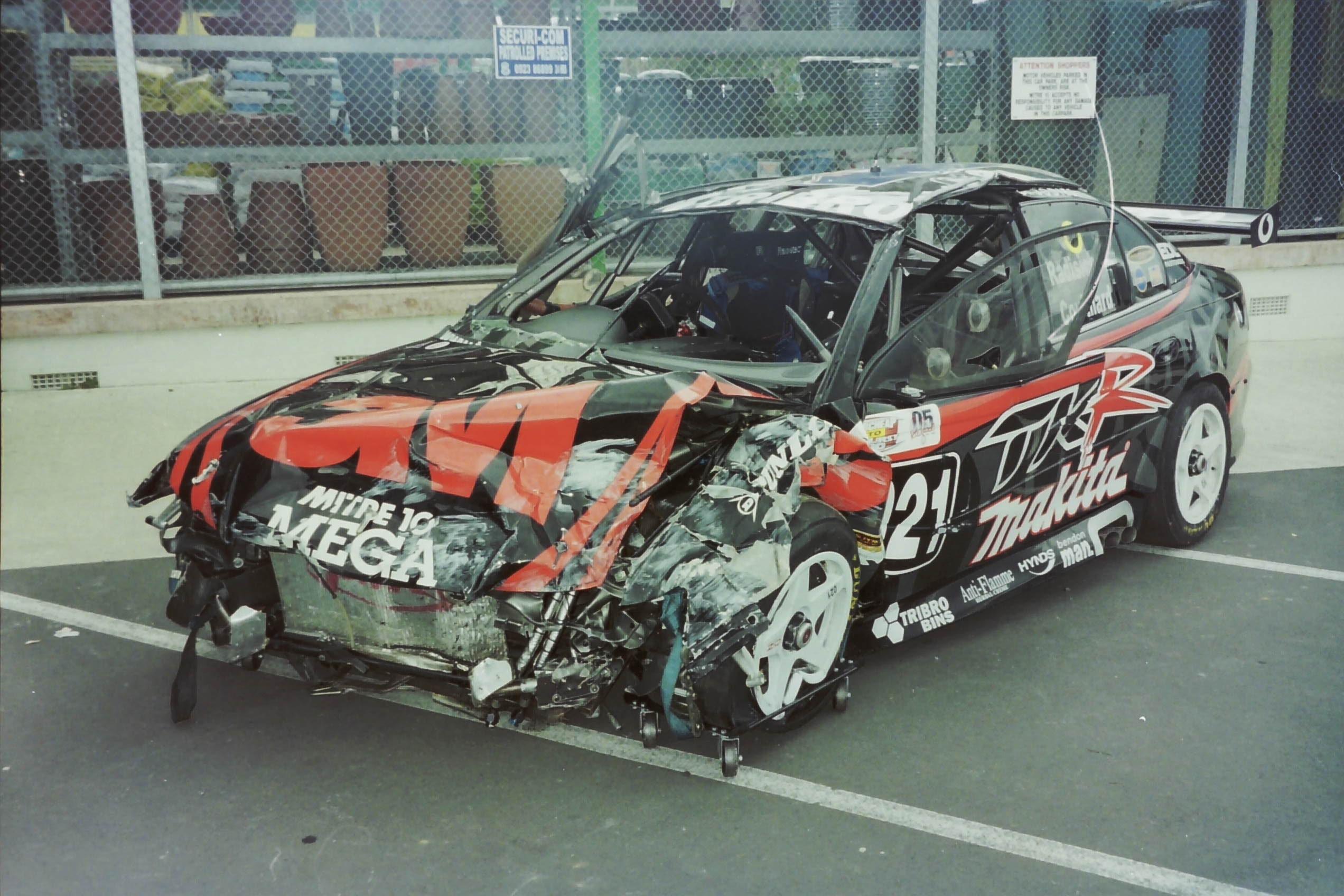 images gratuites v hicule cass la vitesse crash voiture de sport voiture de course des. Black Bedroom Furniture Sets. Home Design Ideas