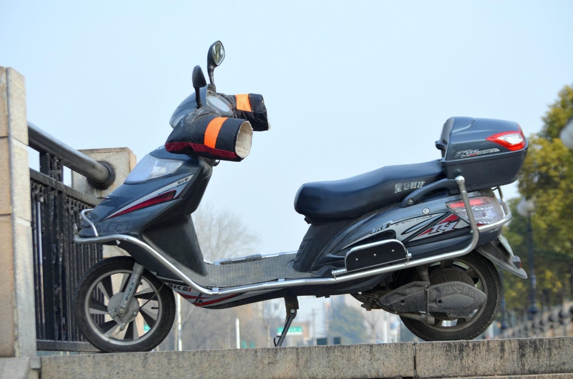 Kostenlose foto  Auto Transport Fahrzeug Motorroller Moped