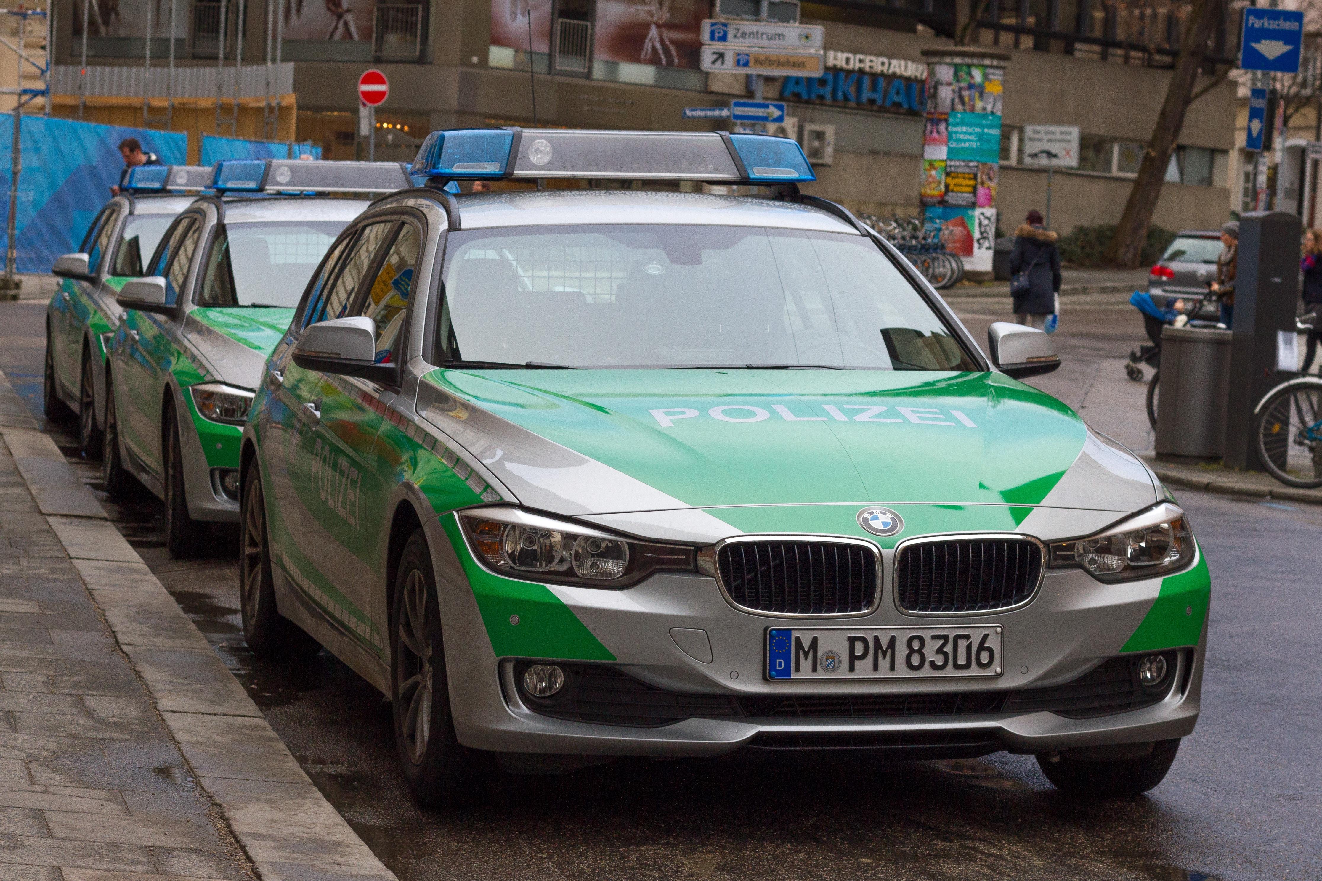 hình ảnh : xe hơi, màu xanh lá, Tự động, xe thể thao, Sedan, cảnh sát, Bavaria, Munich, đèn xanh, xe cảnh sát, xe tuân tra, Xe đất, Ô tô làm, ...