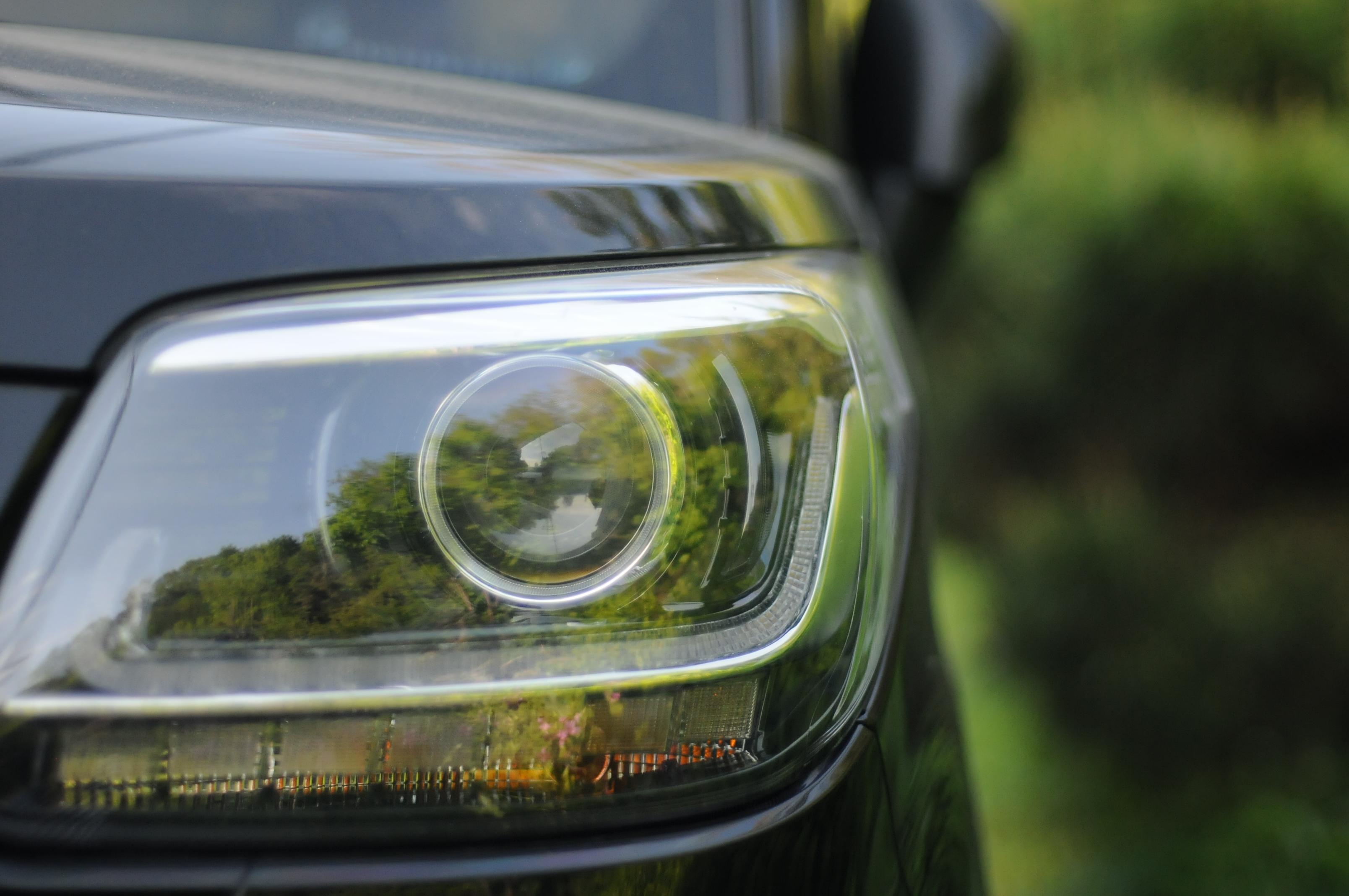 https://get.pxhere.com/photo/car-light-motor-vehicle-land-vehicle-vehicle-automotive-lighting-headlamp-automotive-design-automotive-exterior-family-car-glass-auto-part-mid-size-car-sedan-bumper-sport-utility-vehicle-wheel-executive-car-1432575.jpg