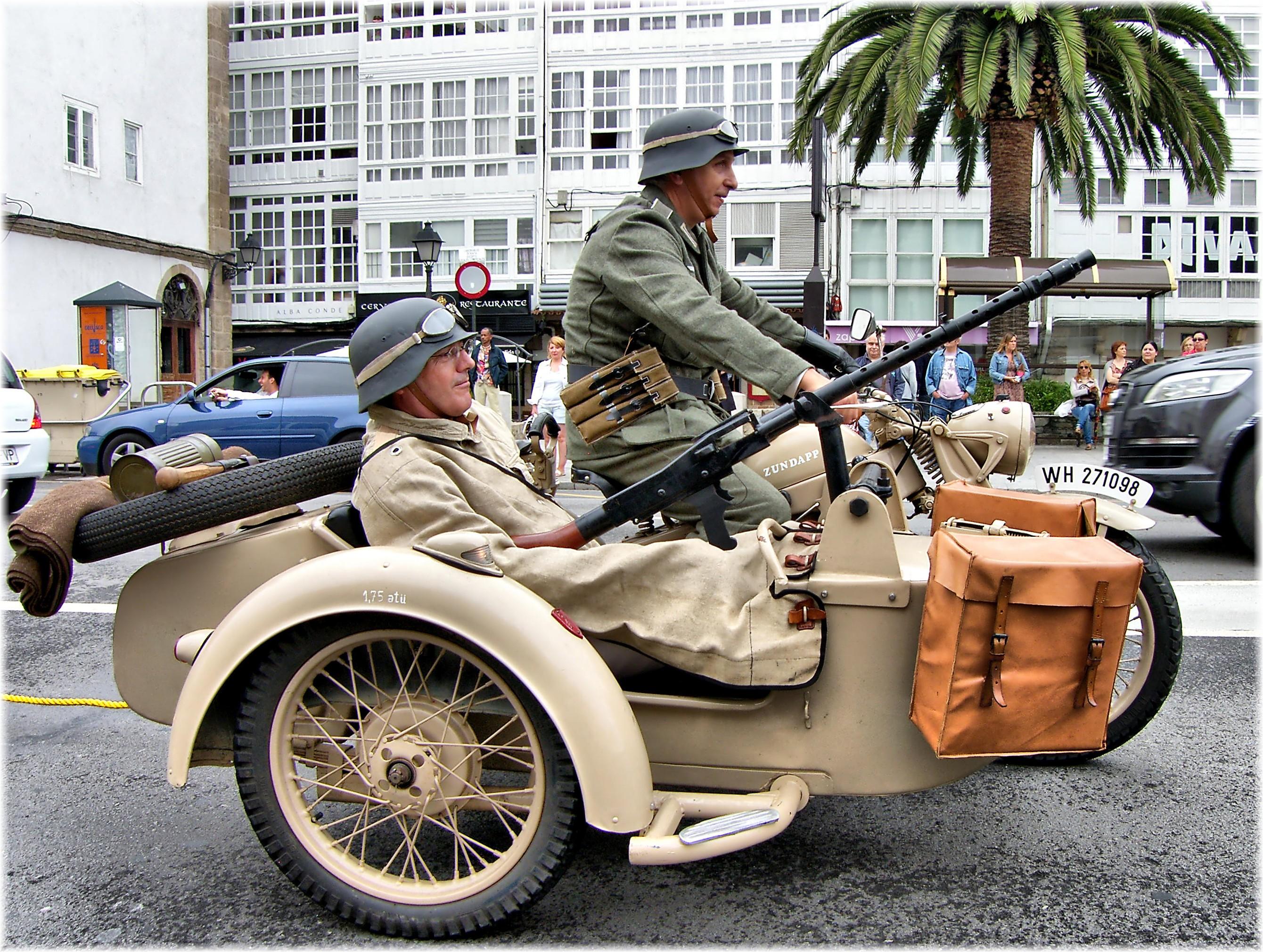 Fotos gratis : coche, militar, Europa, Ejército, vehículo, motocicleta, auto antiguo, España ...