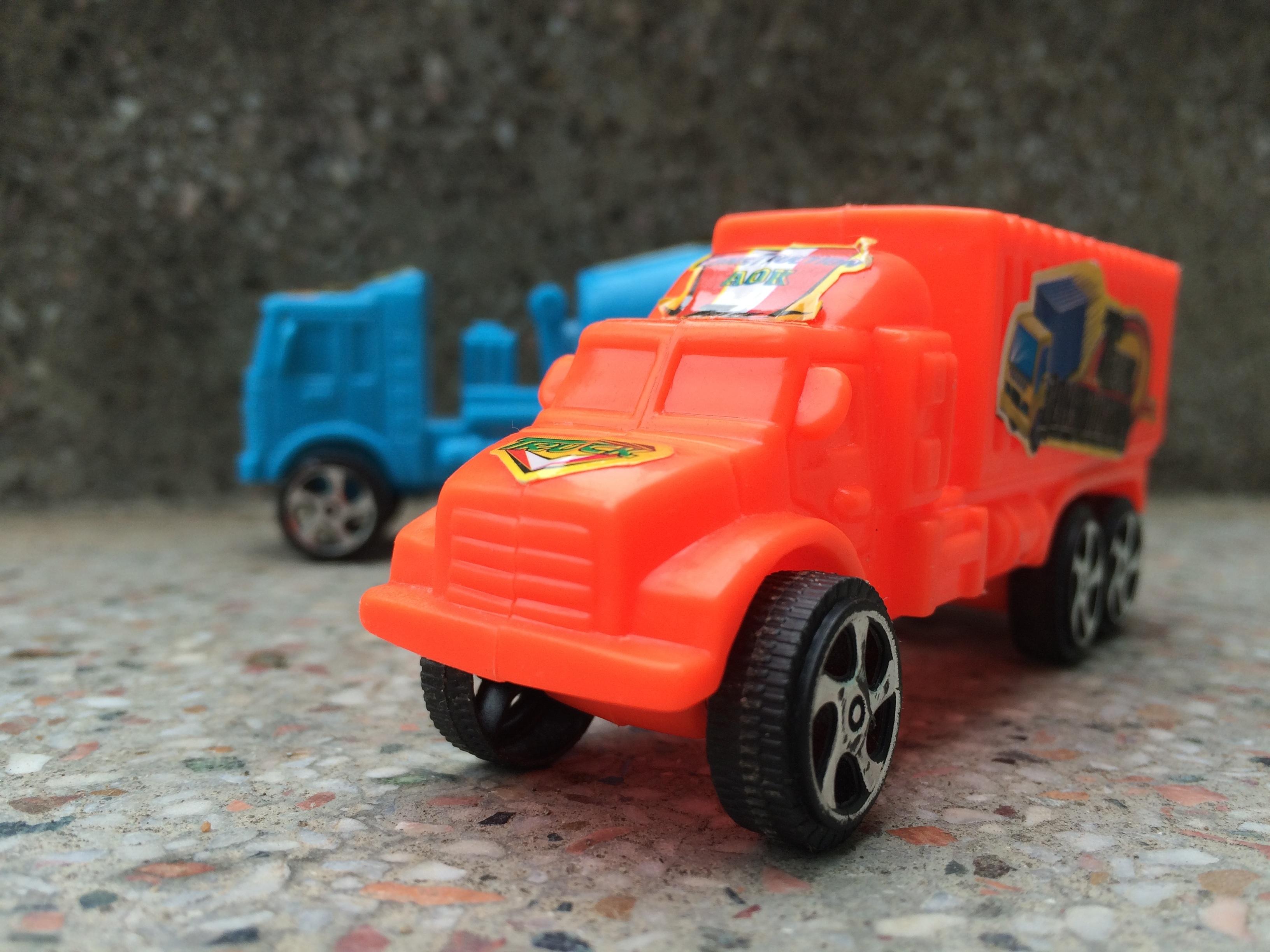 Gambar Traktor Plastik Angkutan Mengangkut Truk Kecil