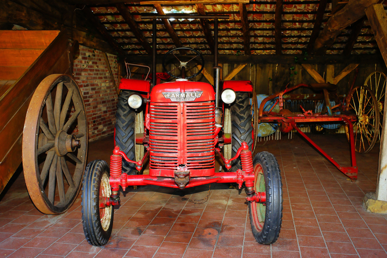 Images gratuites tracteur ferme antique roue chariot vieux grange rouge agriculture - Chariot porte roue tracteur ...