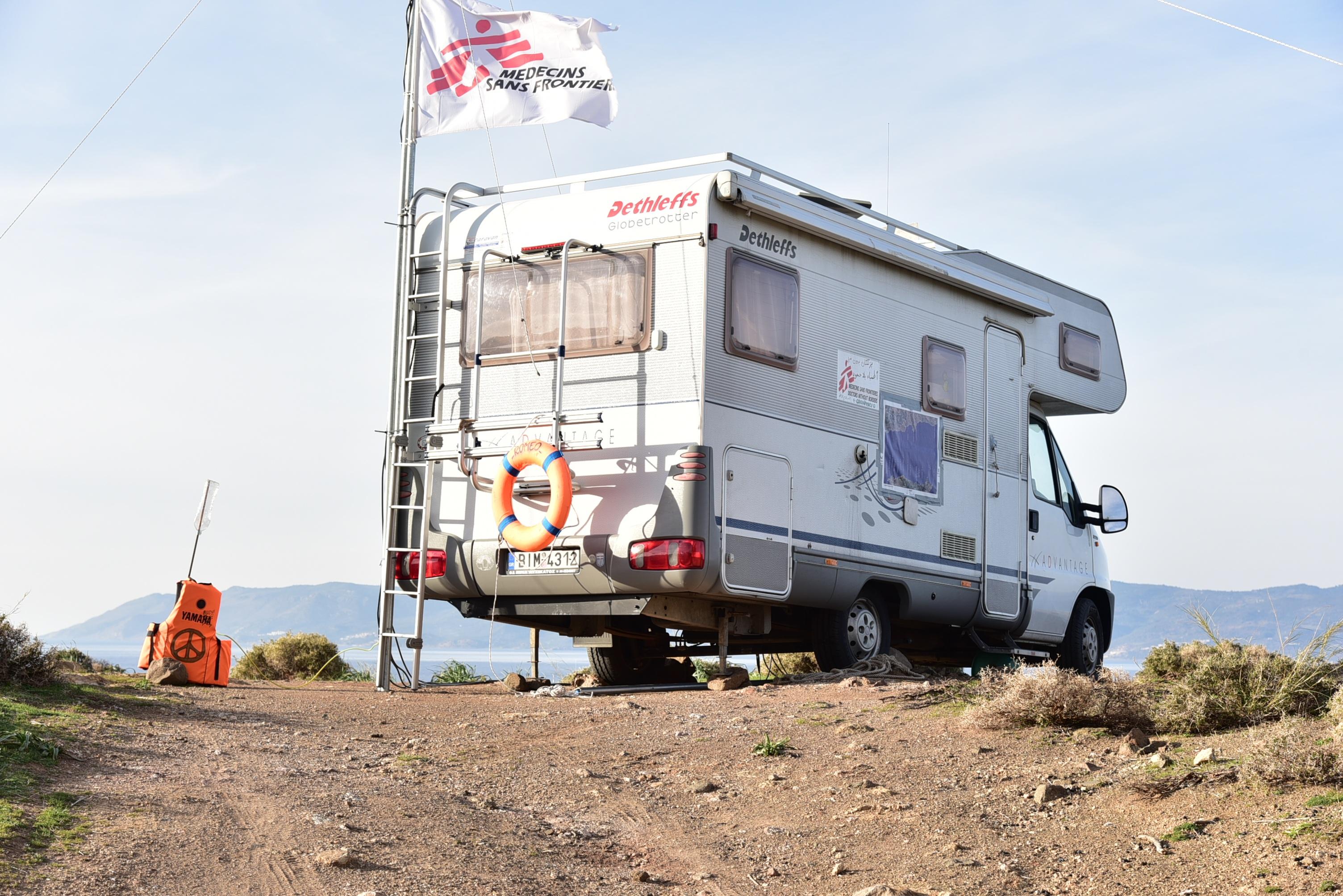 images gratuites voiture transport un camion surveillance aidez moi solidarit caravane. Black Bedroom Furniture Sets. Home Design Ideas