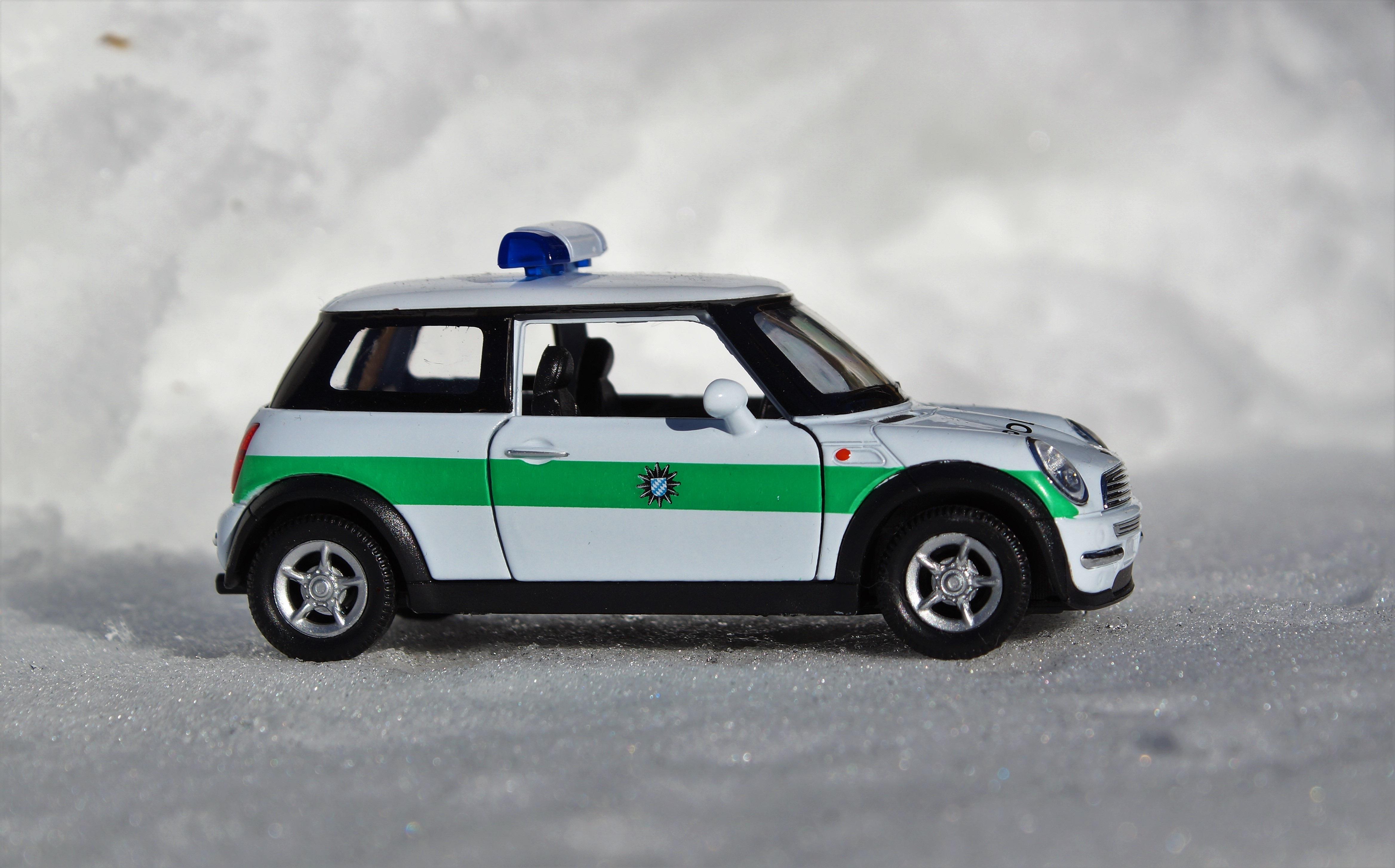 images gratuites v hicule auto mini cooper voiture de course courses jouets police mini. Black Bedroom Furniture Sets. Home Design Ideas