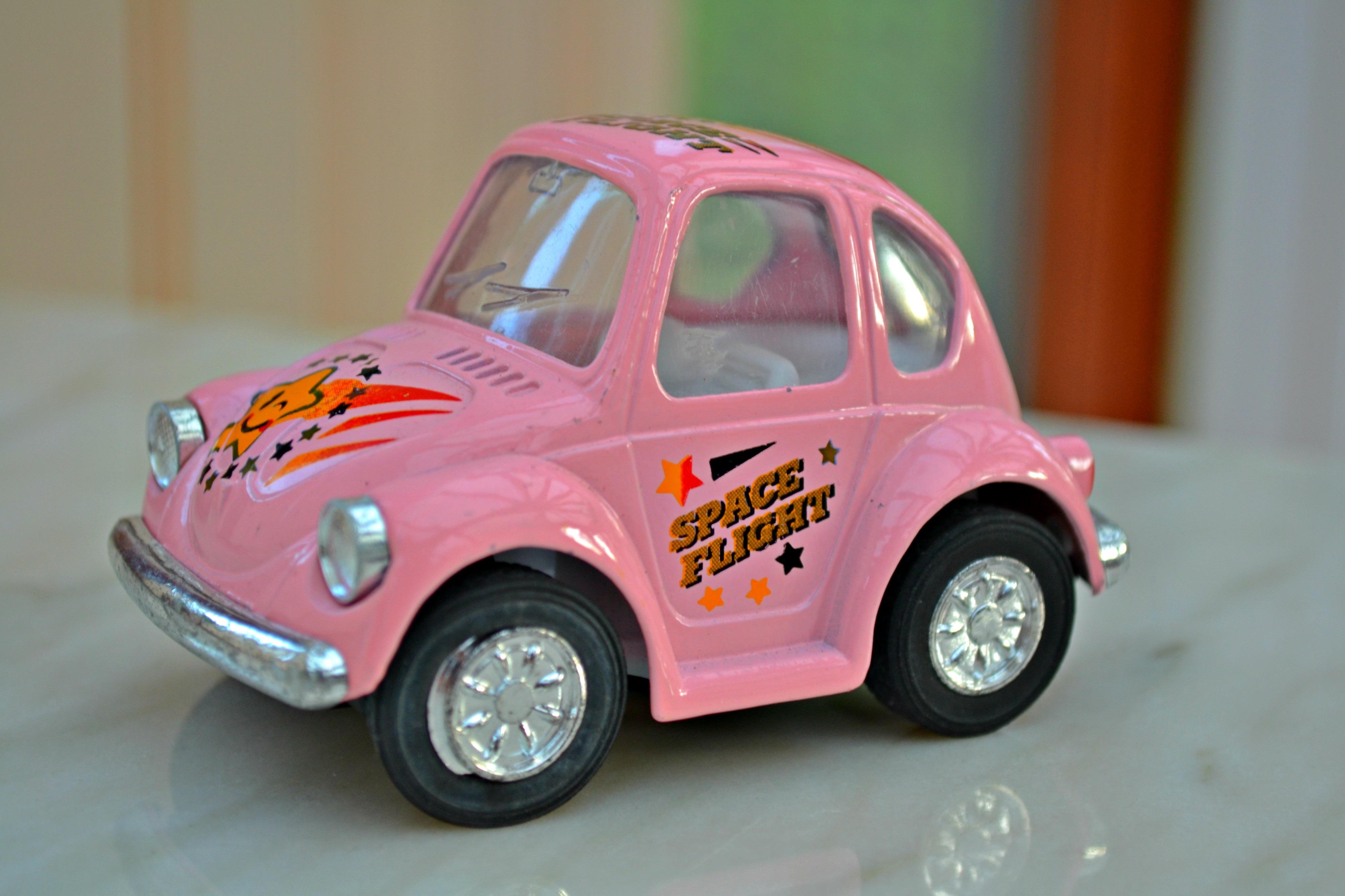 kostenlose foto auto fahrzeug klein rosa miniatur spielzeug spielzeugauto stadtauto