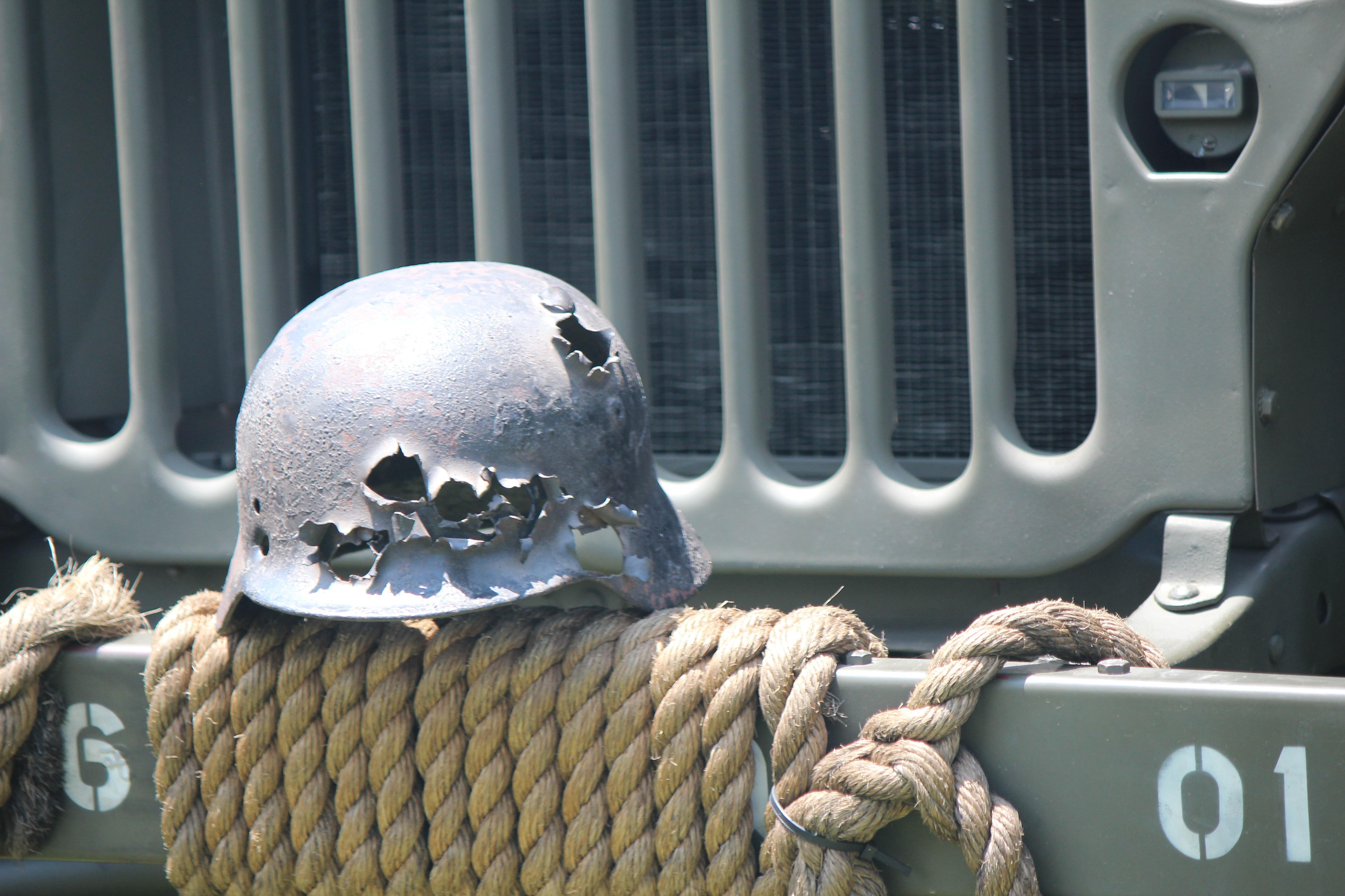 Images gratuites voiture cru antique rtro vieux jeep quipement conduire mort arme sculpture guerre bataille art amricain casque marin tuer munition attaque la seconde guerre mondiale altavistaventures Choice Image
