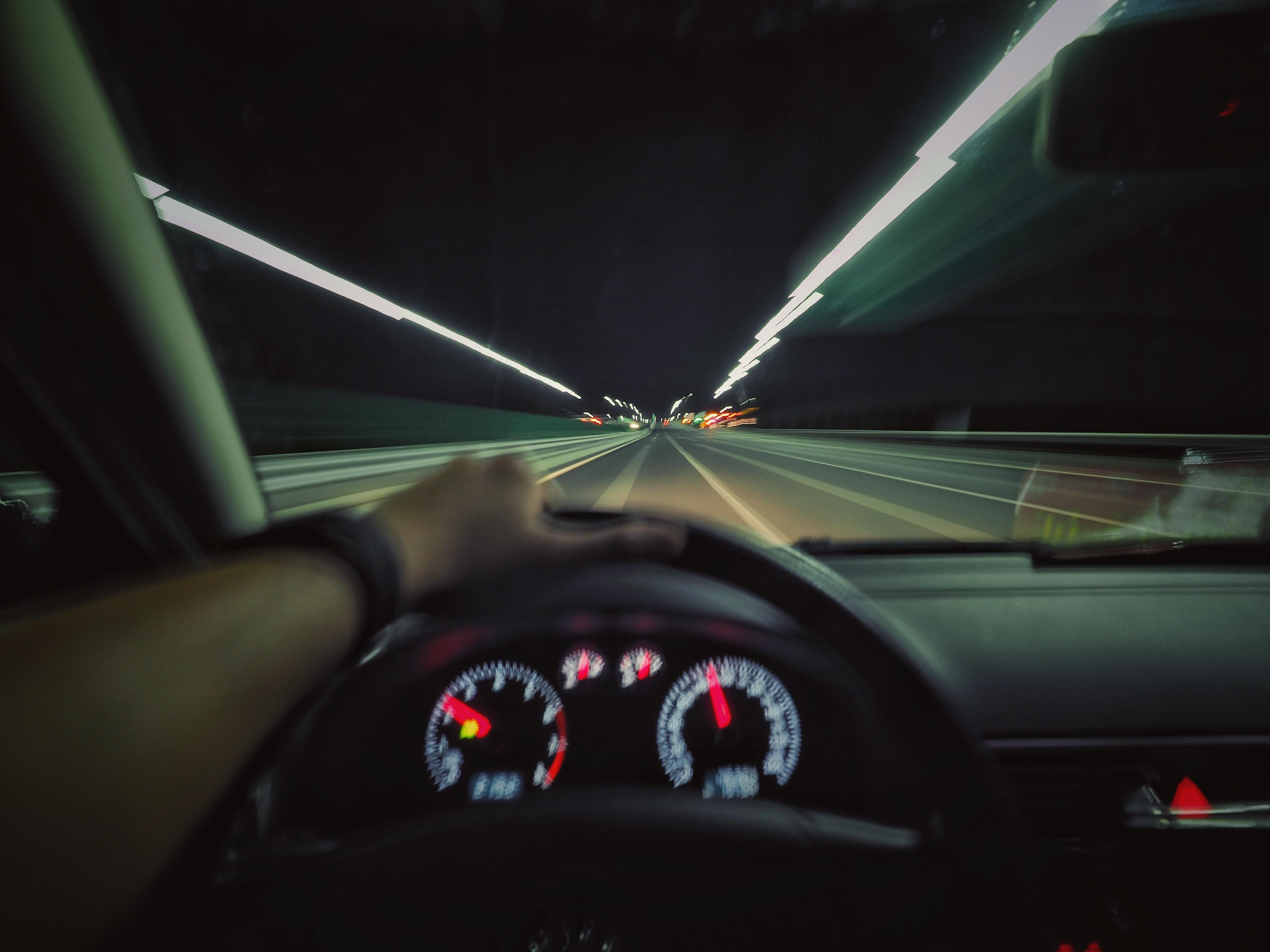 Картинка машины ночью изнутри