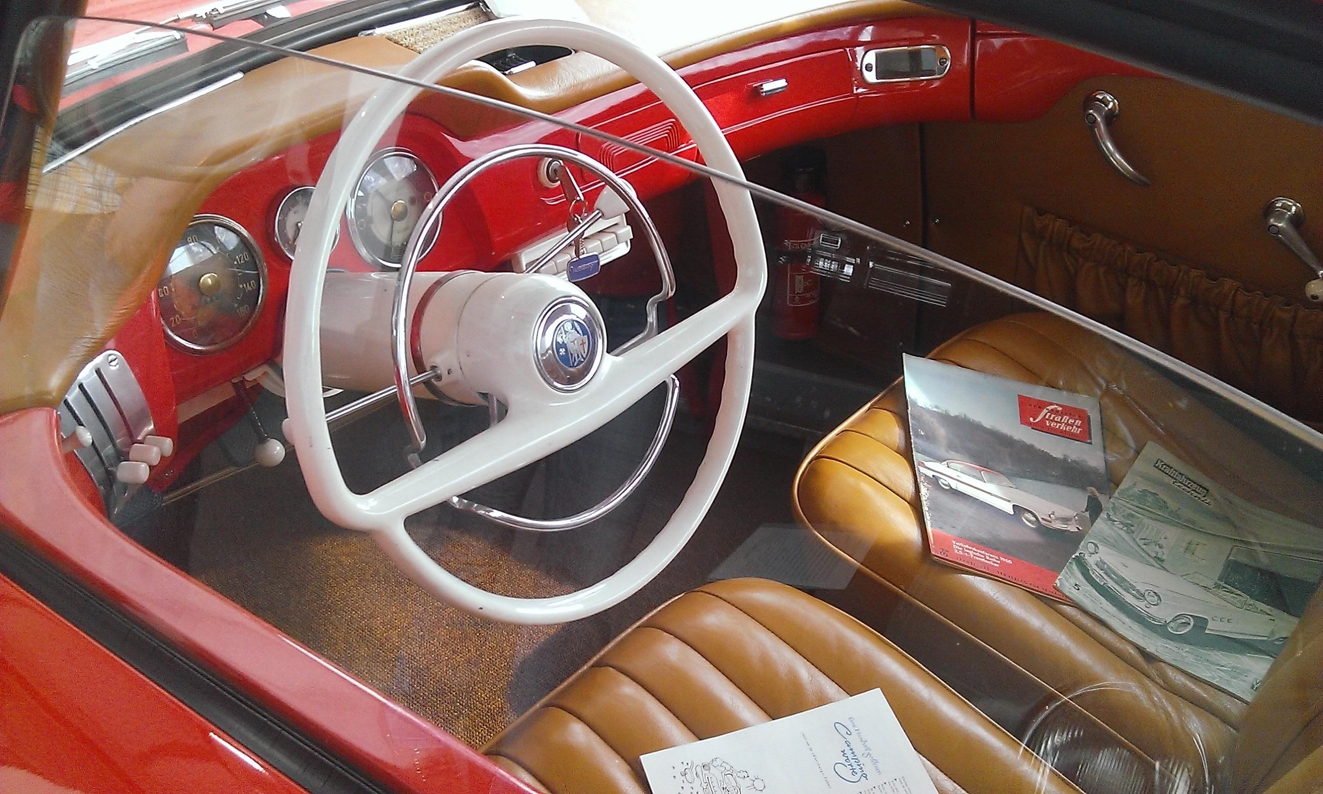 Images gratuites roue int rieur vieux rouge v hicule for Interieur de voiture de luxe
