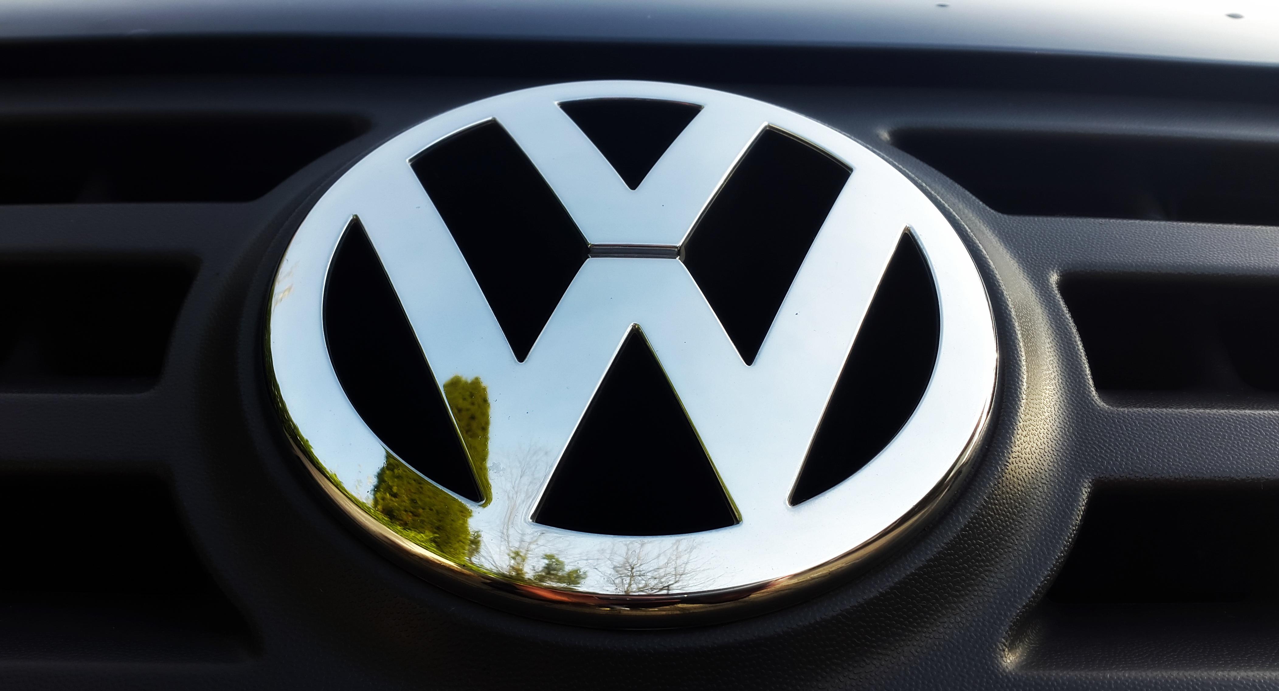 bildet hjul vw volkswagen kj ret y auto ratt grille st tfanger merke logo kant. Black Bedroom Furniture Sets. Home Design Ideas