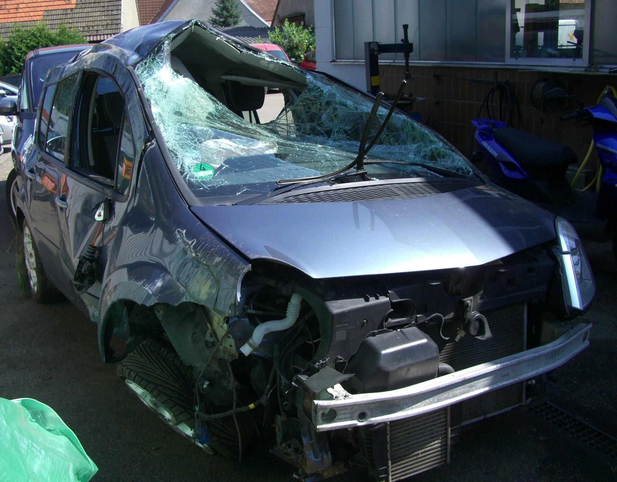 Fotos gratis coche taller veh culo parabrisas roto for Motor city auto glass