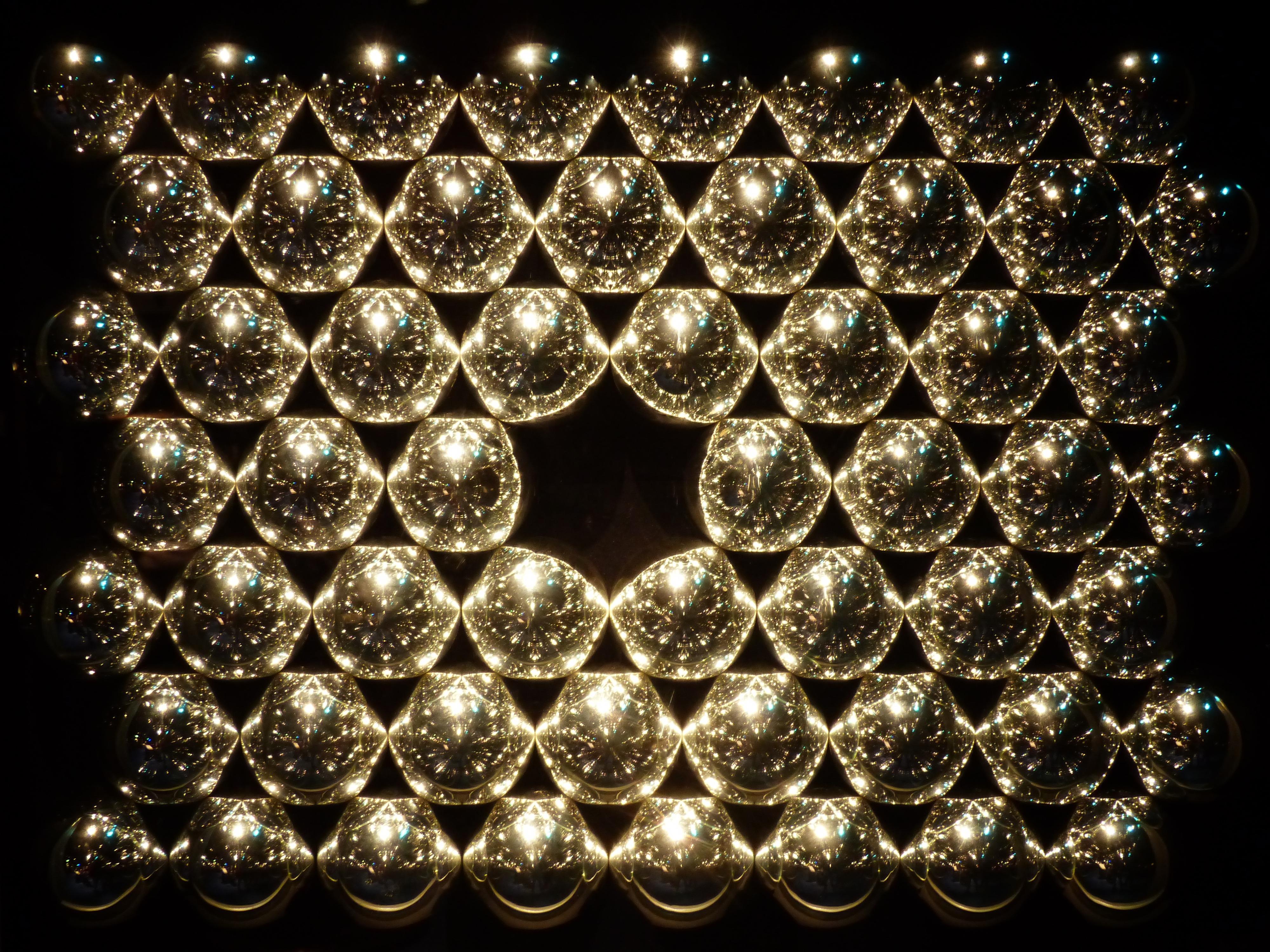 Free chain refraction pattern reflection shine metal
