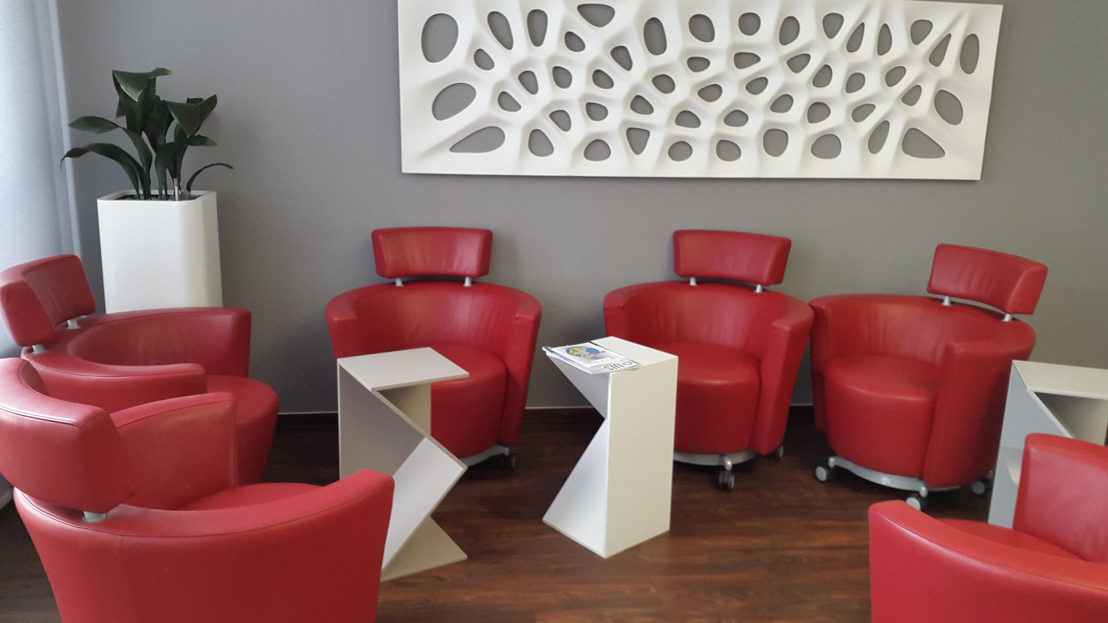 Images gratuites : chaise rouge bureau salon du repos meubles