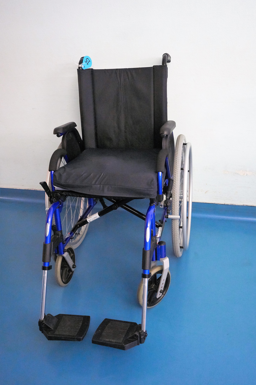 Produktdesign Möbel kostenlose foto sessel transport blau möbel produkt rollstuhl