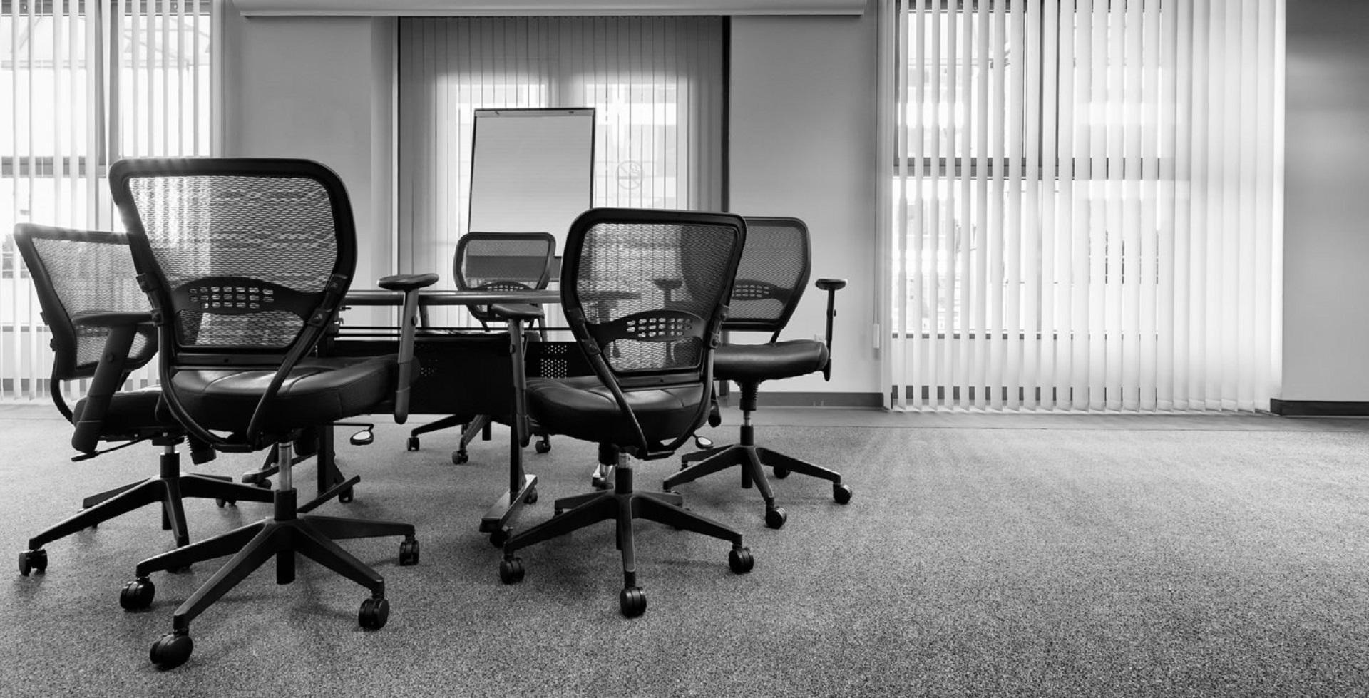 Images gratuites : chaises bureau meubles chaise de bureau noir